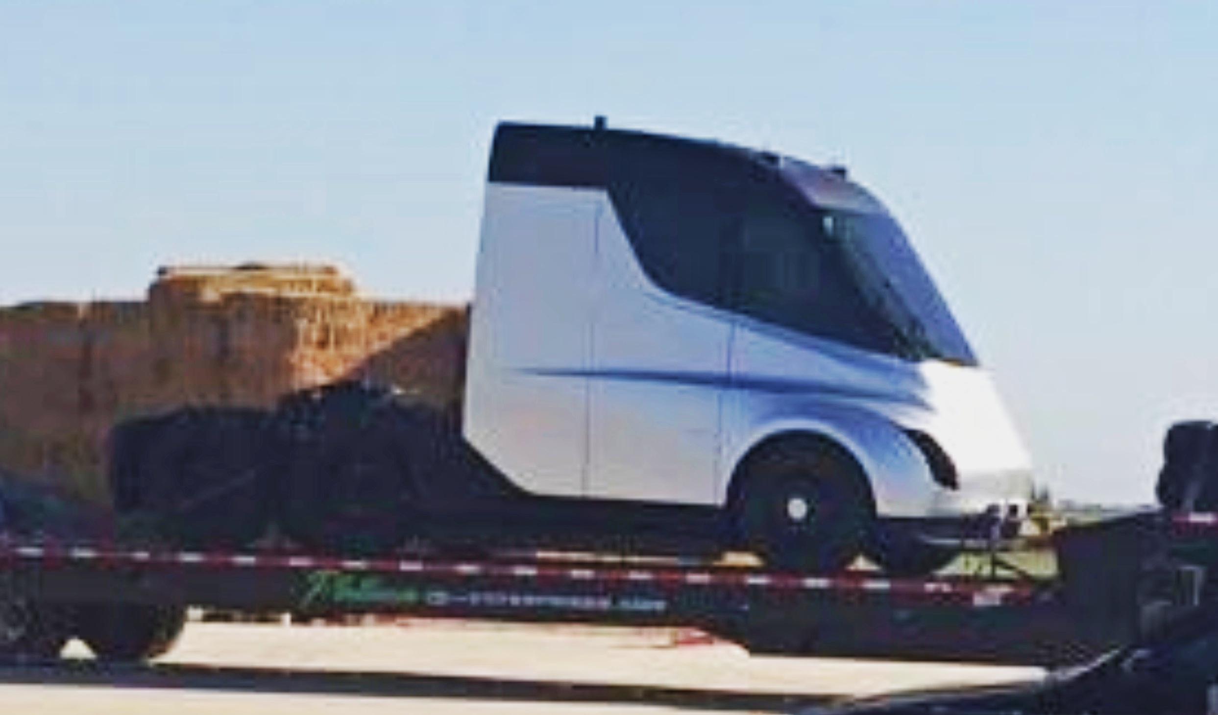 tesla-semi-spy-shot-close