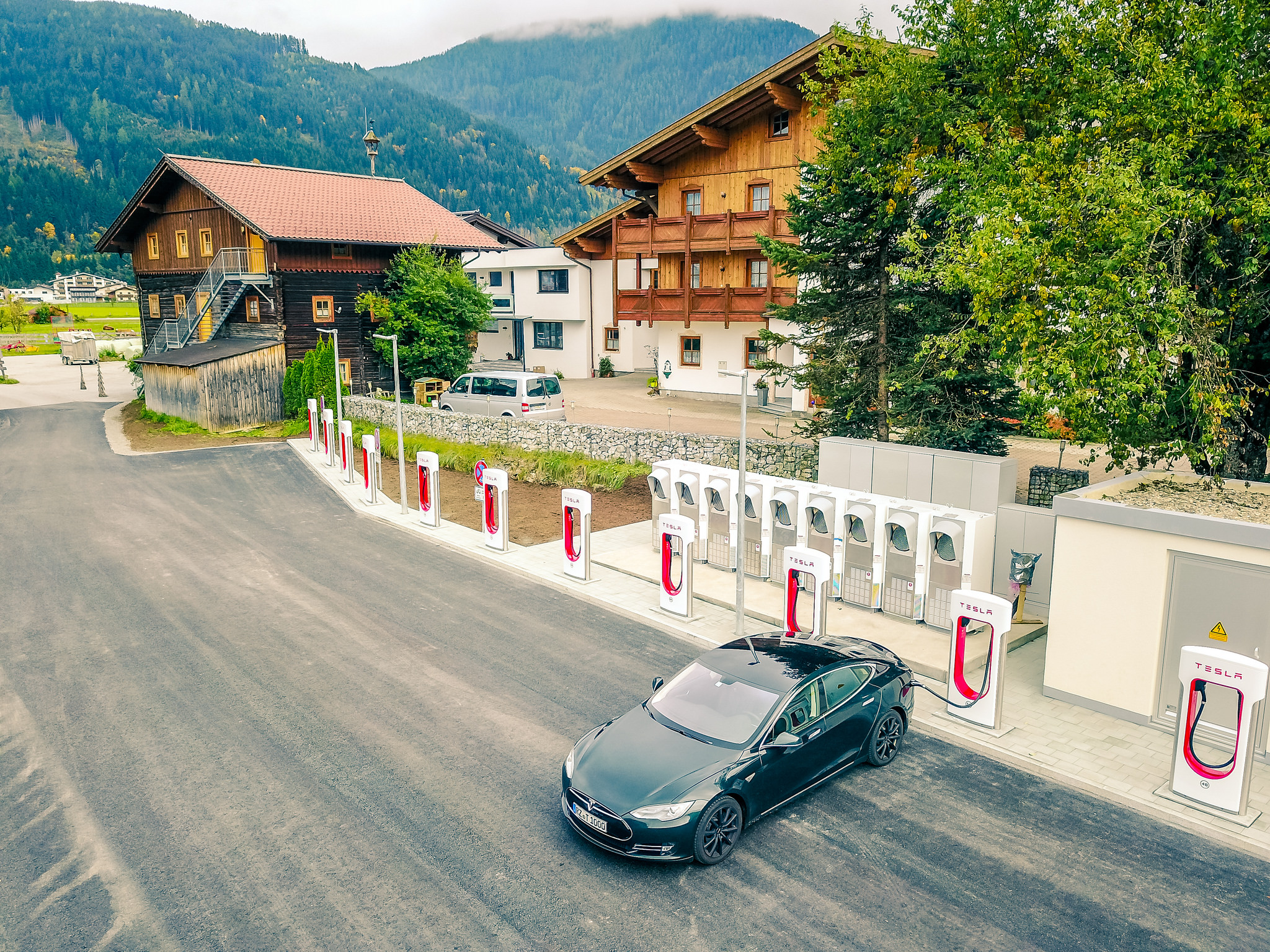 tesla-supercharger-flachau-austria