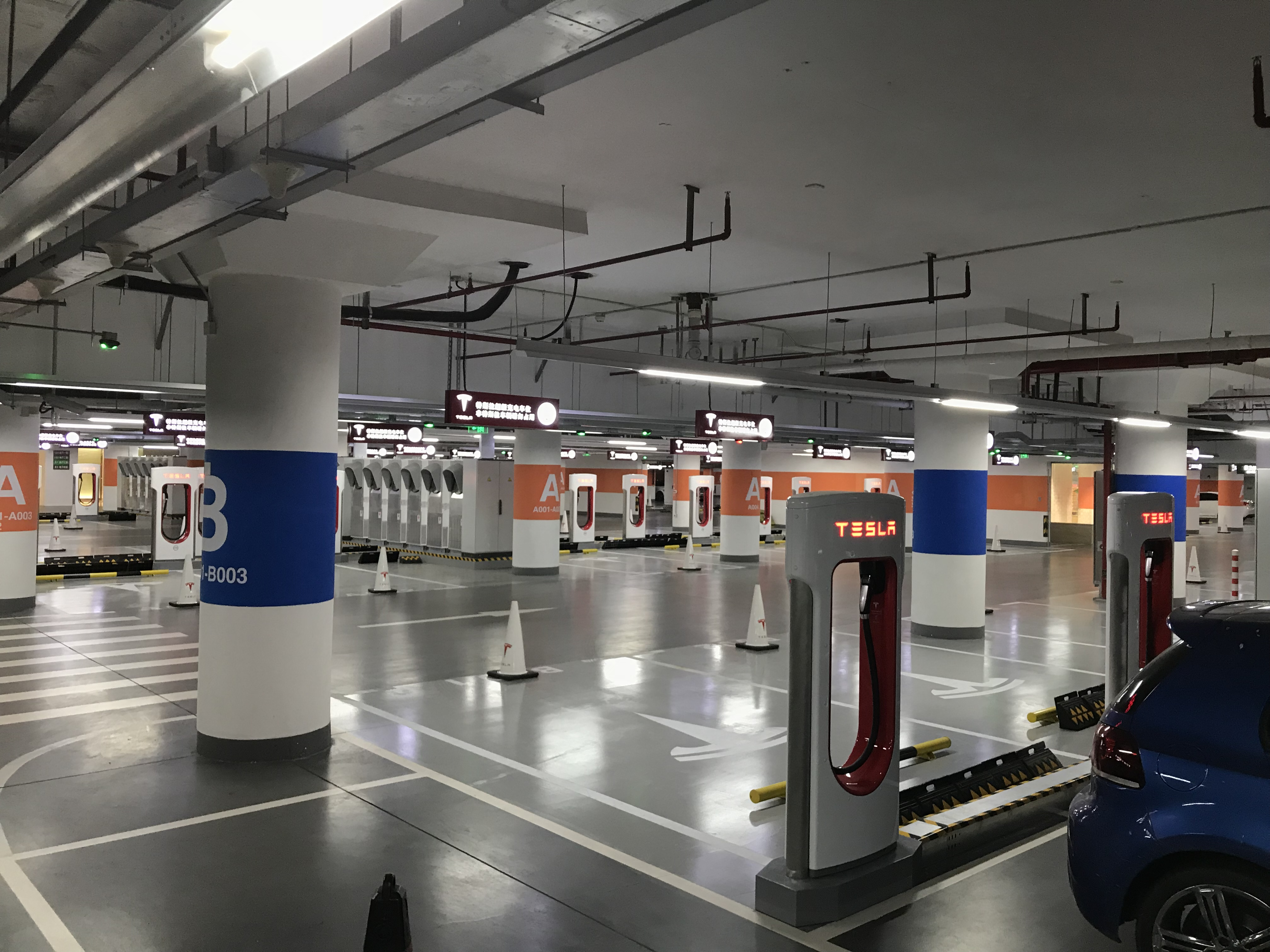 tesla-worlds-largest-supercharger-shanghai-50-stall-3