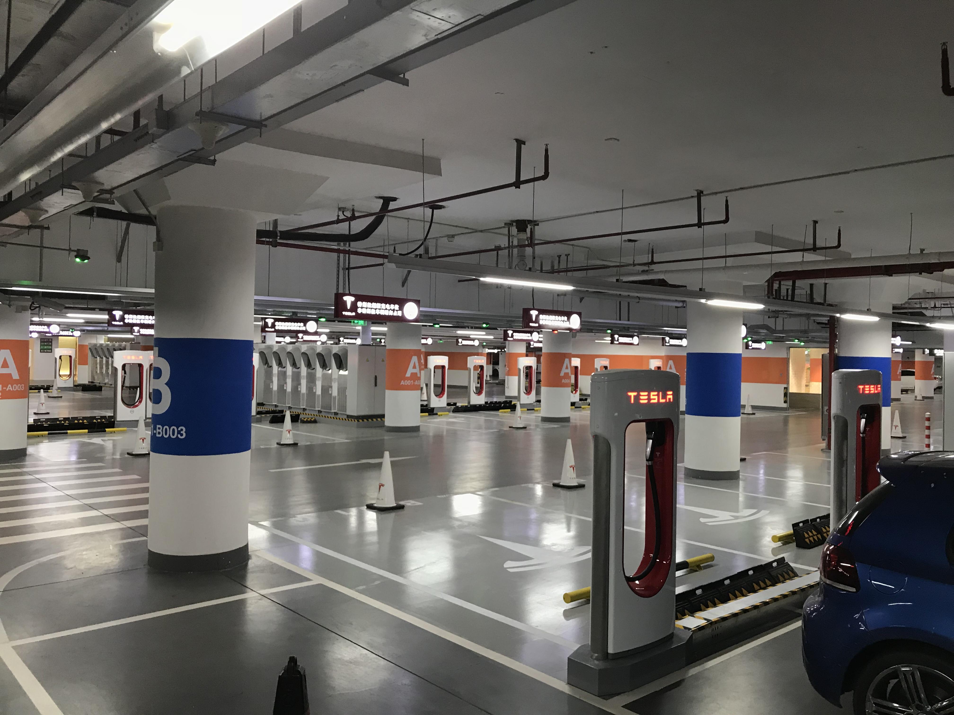 tesla-worlds-largest-supercharger-shanghai-50-stall-3
