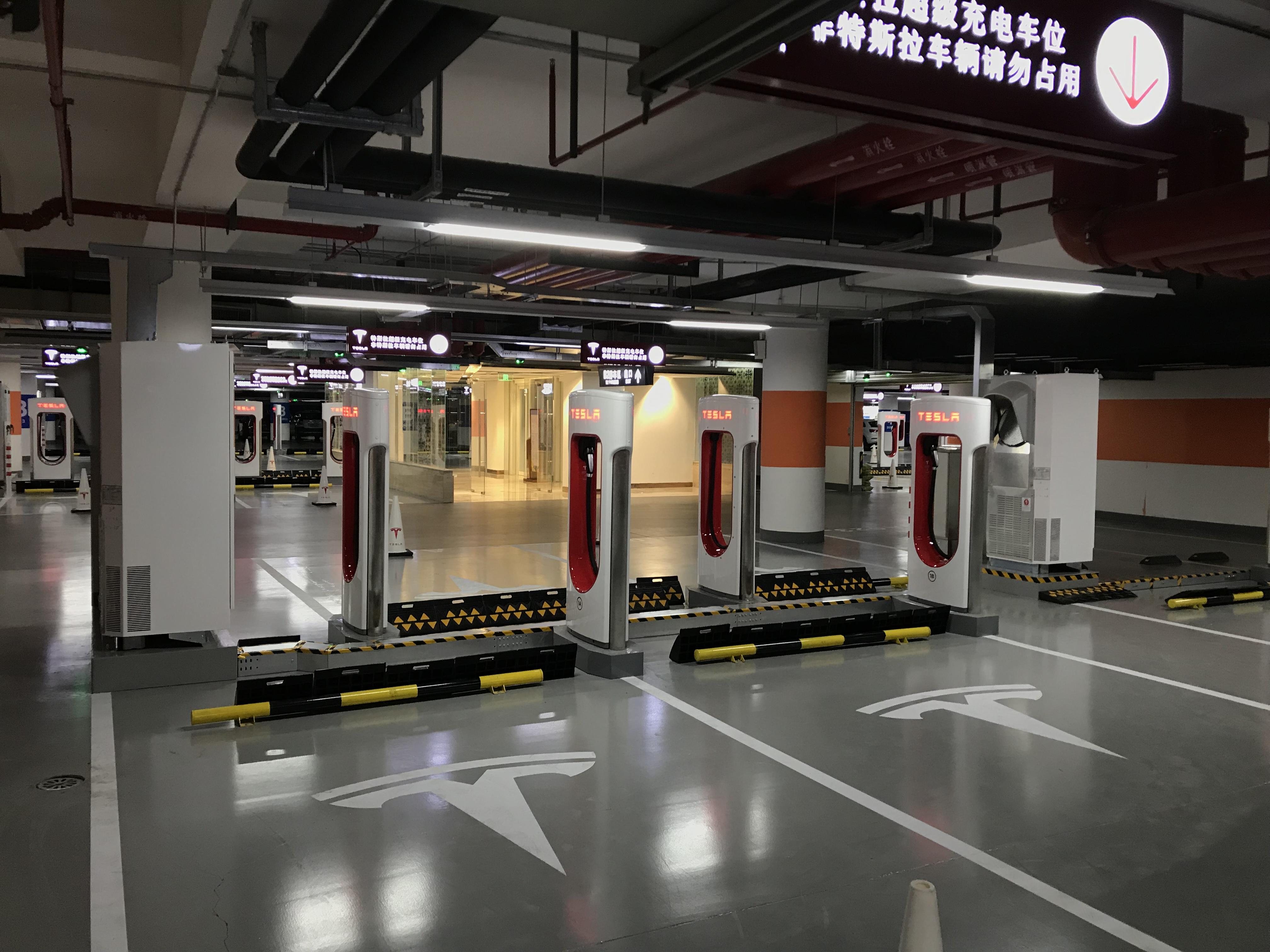 tesla-worlds-largest-supercharger-shanghai-50-stall-4