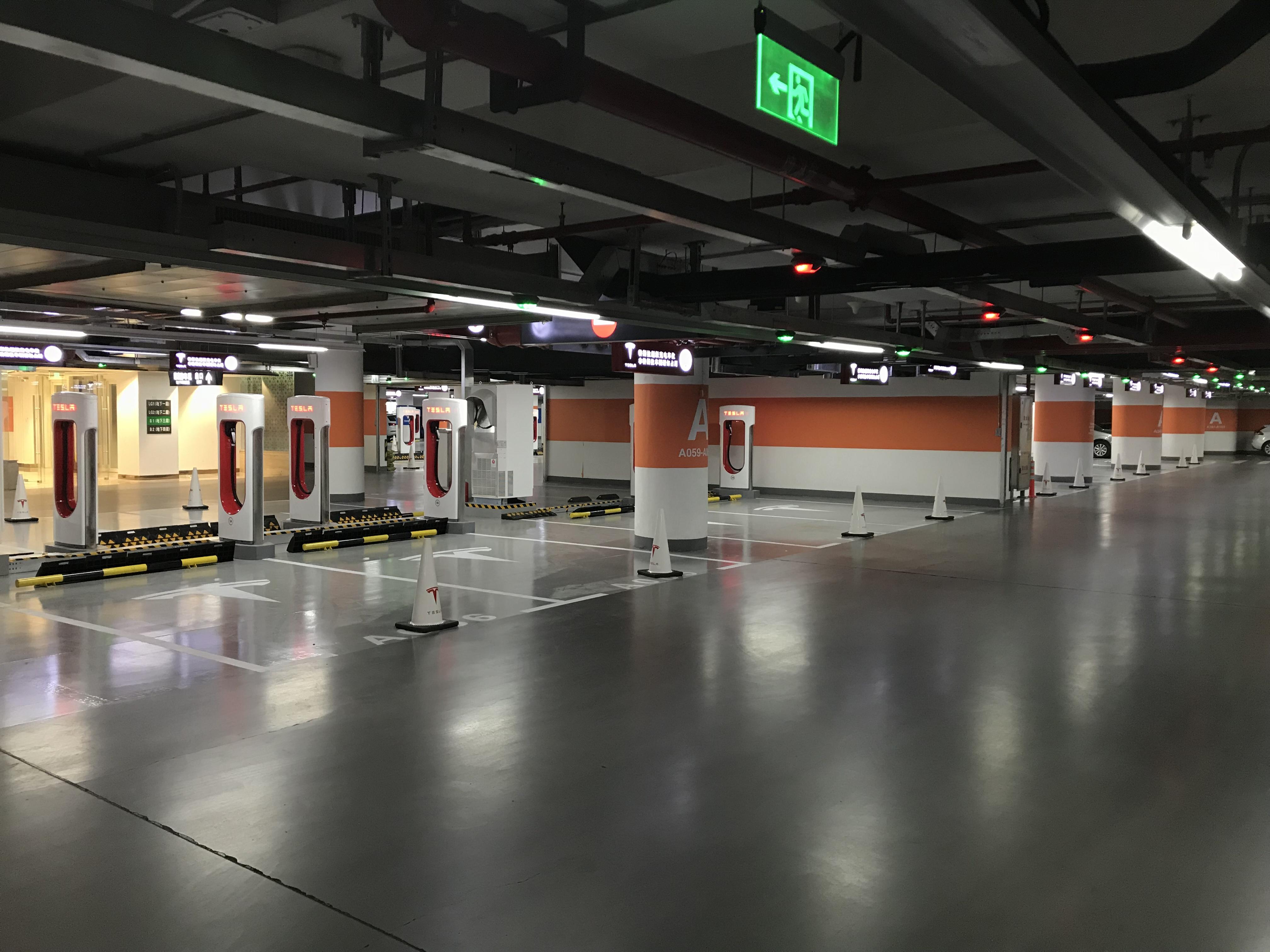 tesla-worlds-largest-supercharger-shanghai-50-stall-5