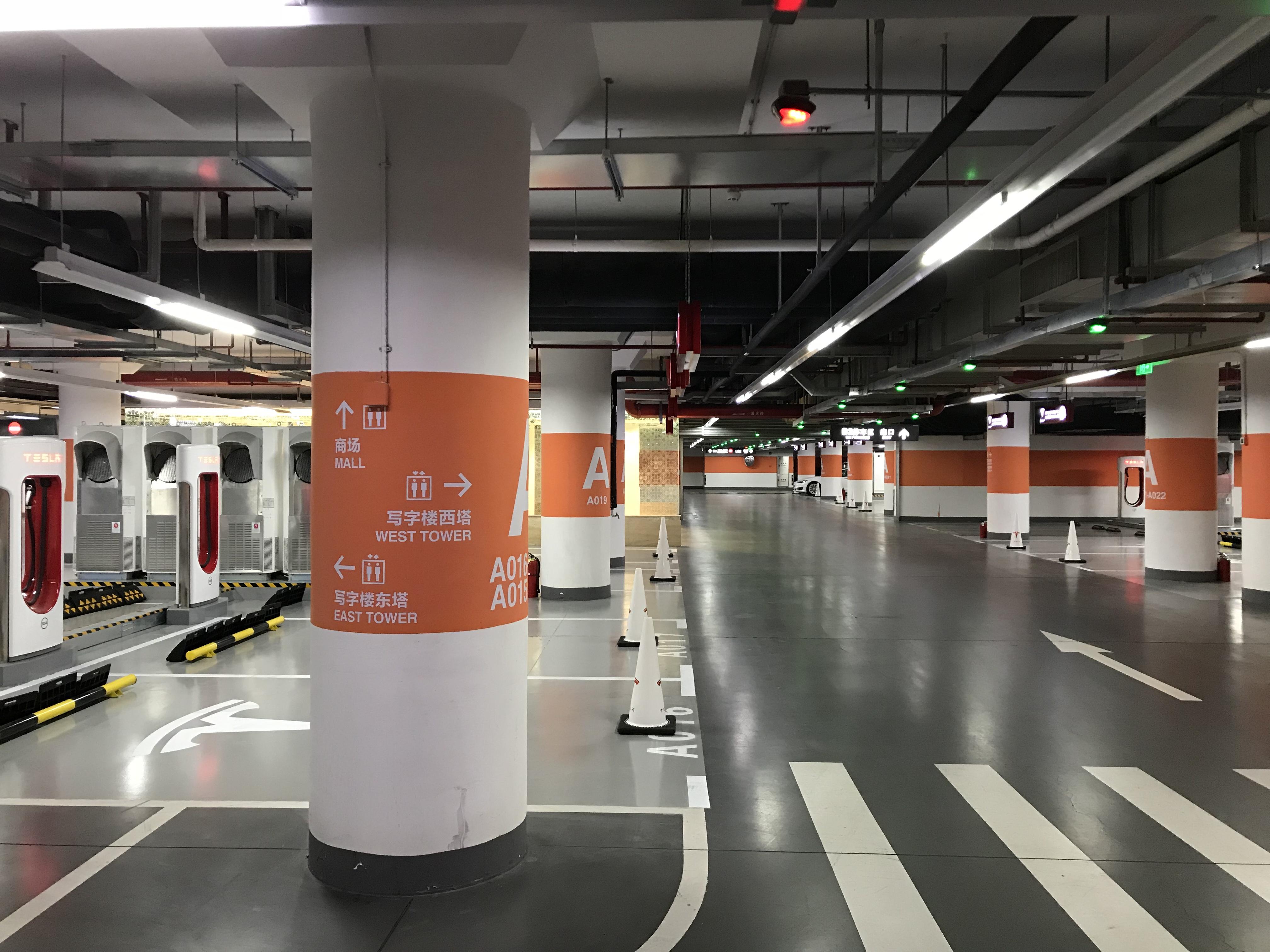 tesla-worlds-largest-supercharger-shanghai-50-stall-6