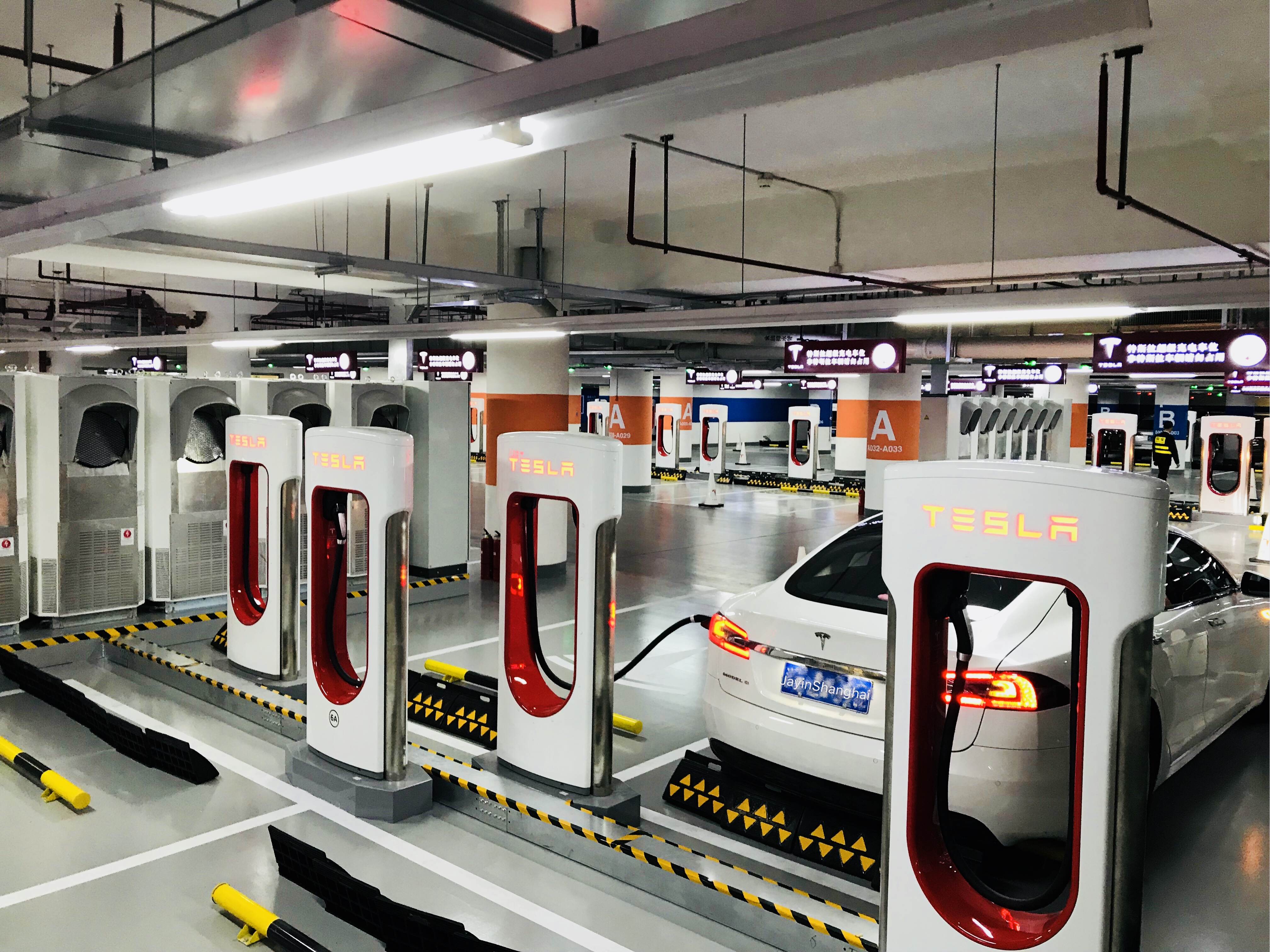 tesla-worlds-largest-supercharger-shanghai-50-stall-8