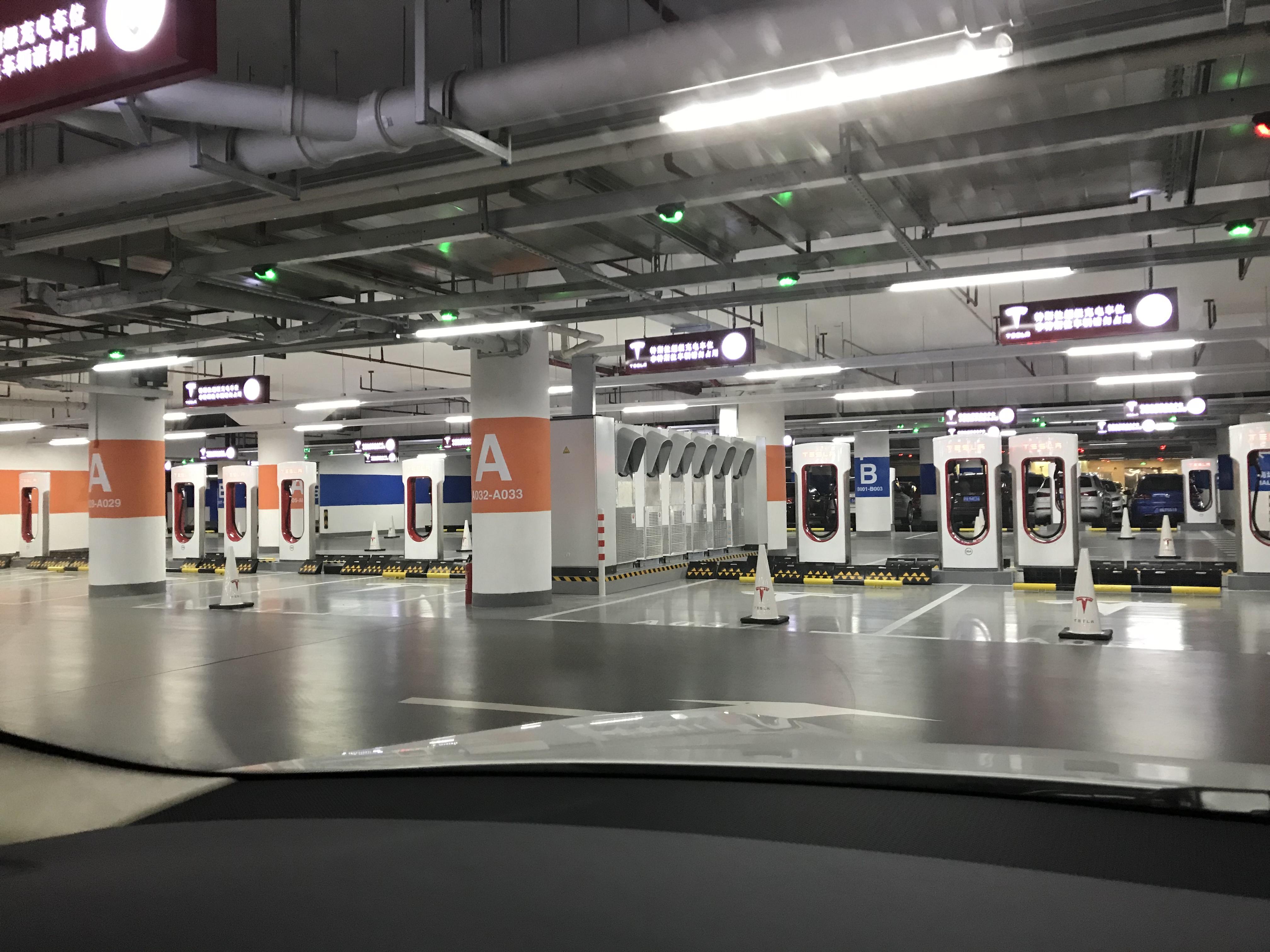 tesla-worlds-largest-supercharger-shanghai