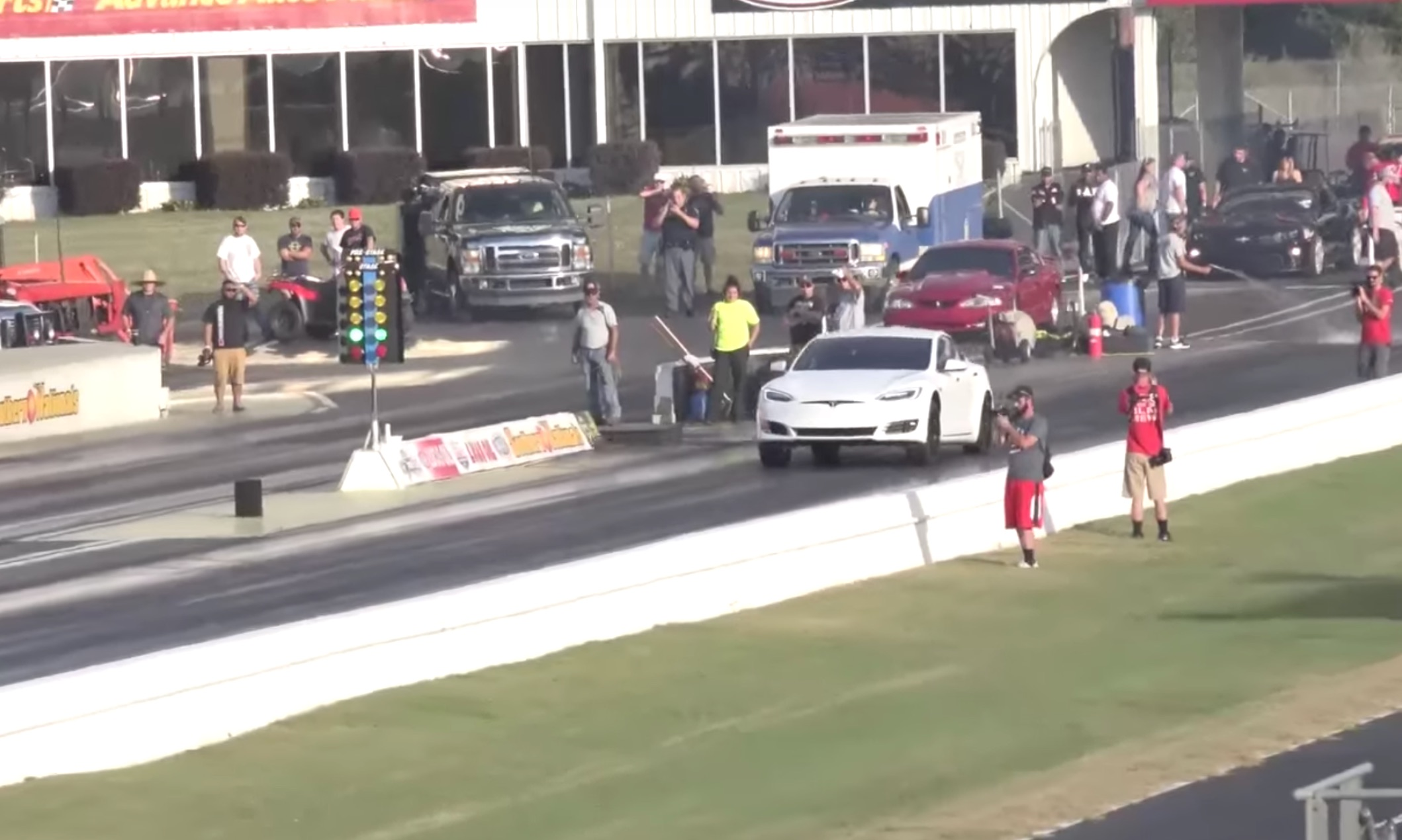 white-tesla-model-s-p100d-drag-racing-record