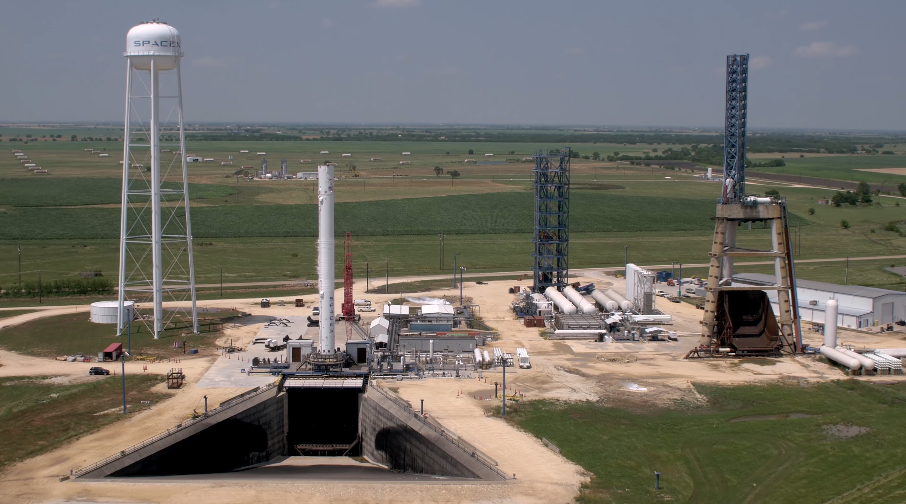 "SpaceX Falcon 9 ""Block 5"" next-gen reusable rocket spied ..."