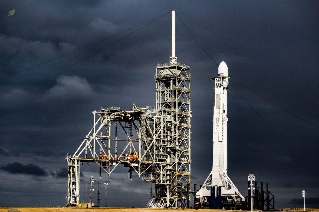 spacex s mysterious zuma payload and falcon 9 1043 seen before stormy florida skies tom cross teslarati