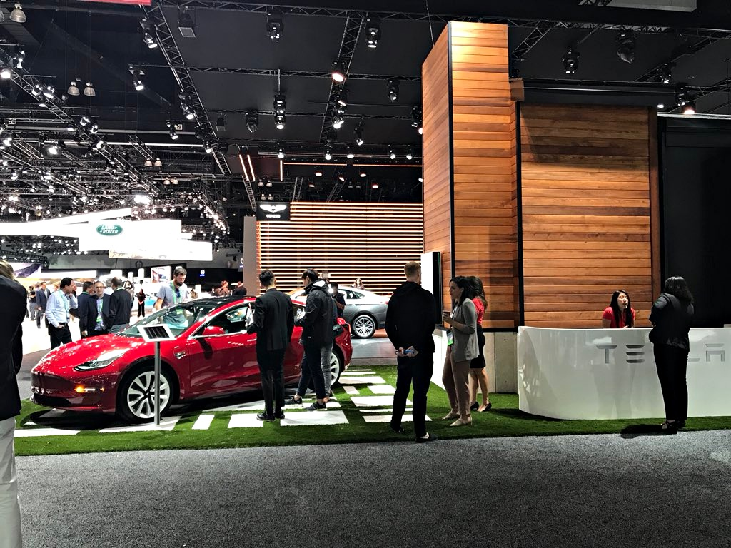 tesla-la-autoshow-2017-home-display-2