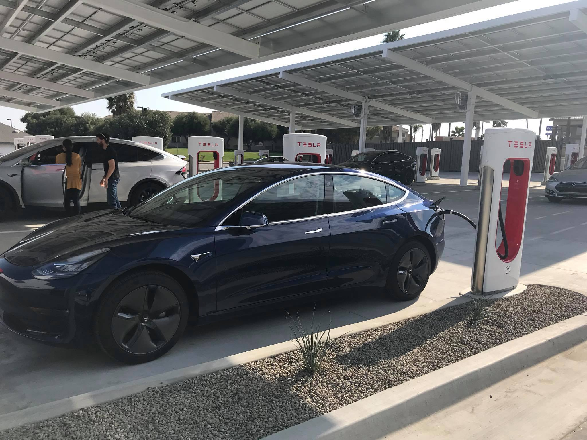 tesla-mega-supercharger-kettleman-city-model-3