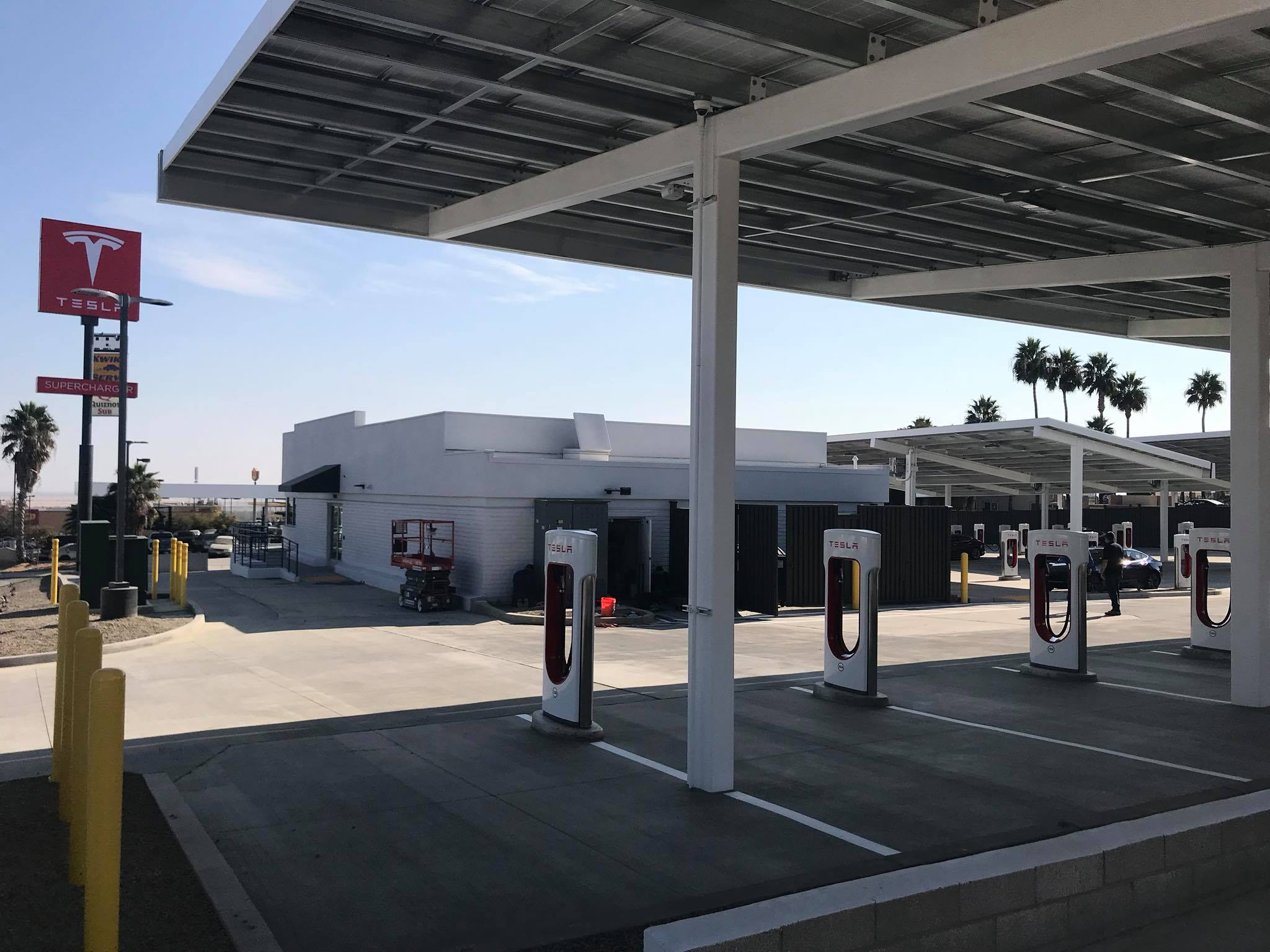 """Baker Electric Solar >> Tesla opens """"Mega"""" Superchargers with lounge, food ..."""