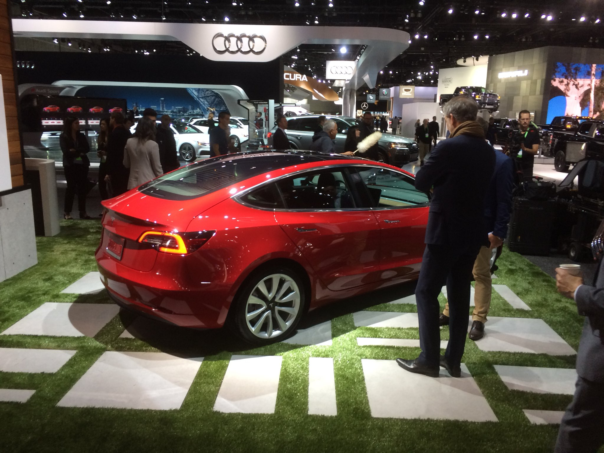 Tesla Passes Up Detroit Auto Show For The Third Year In A Row - Los angeles car show 2018