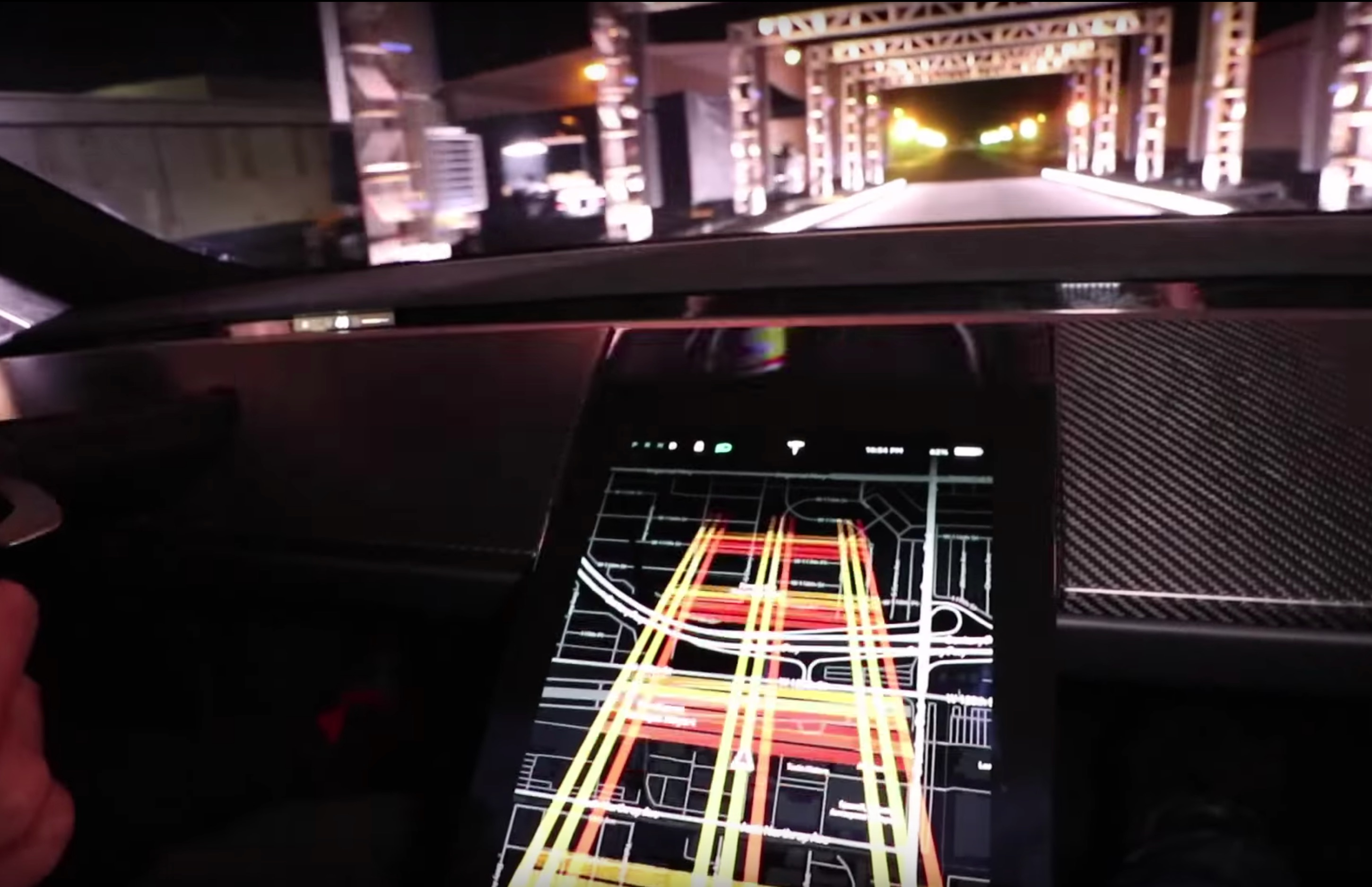 tesla-roadster-maximum-plaid-mode-touchscreen