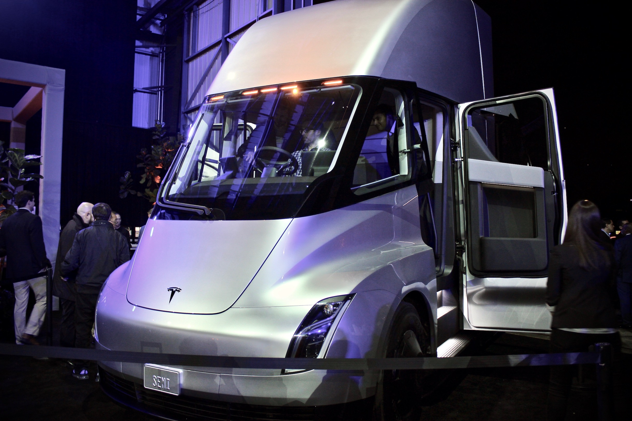 Trucking Veteran Navistar Looks To Outnumber Tesla Semi By