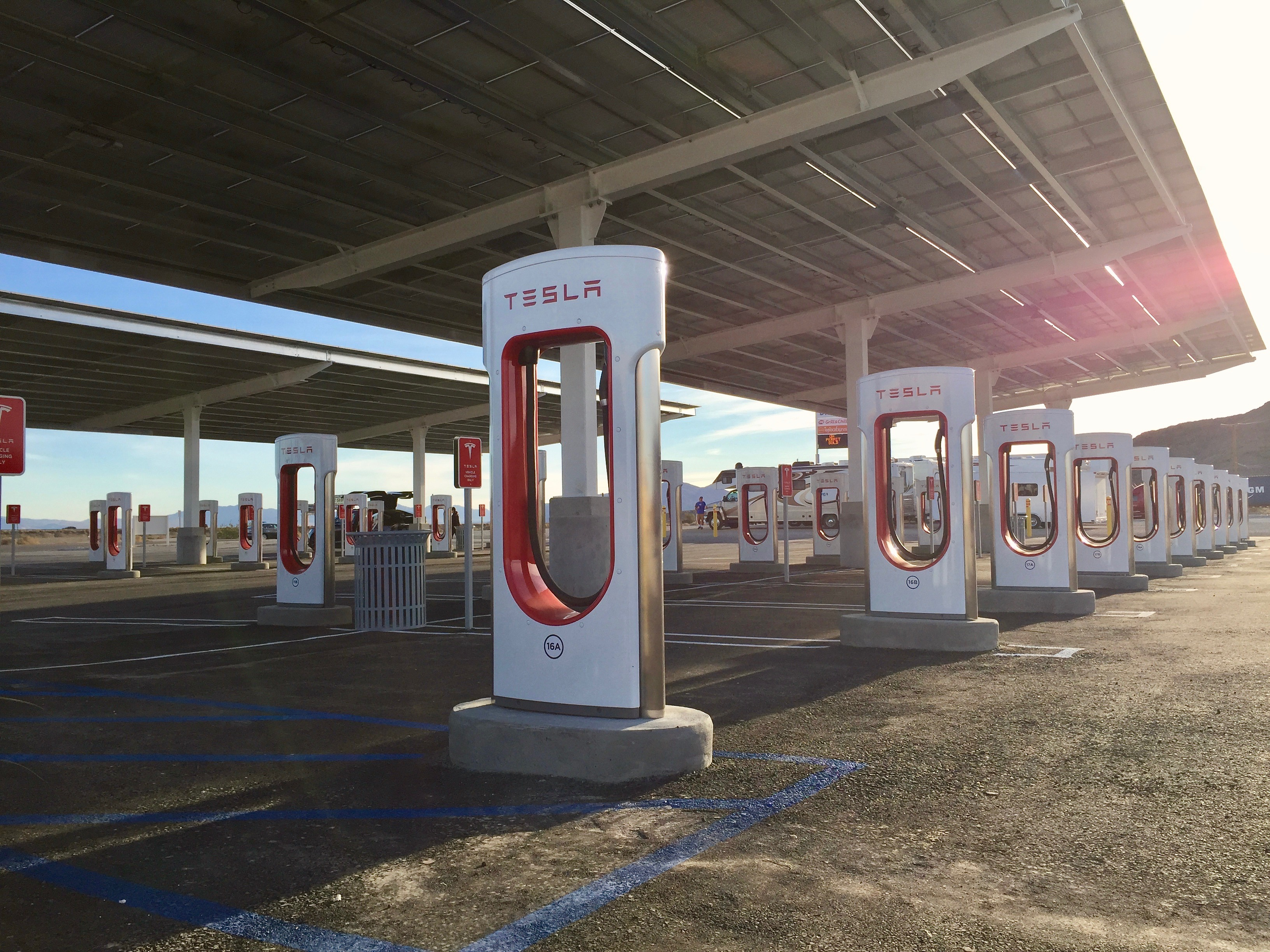 Baker Electric Solar >> First look at Tesla's largest U.S. Supercharger between LA ...