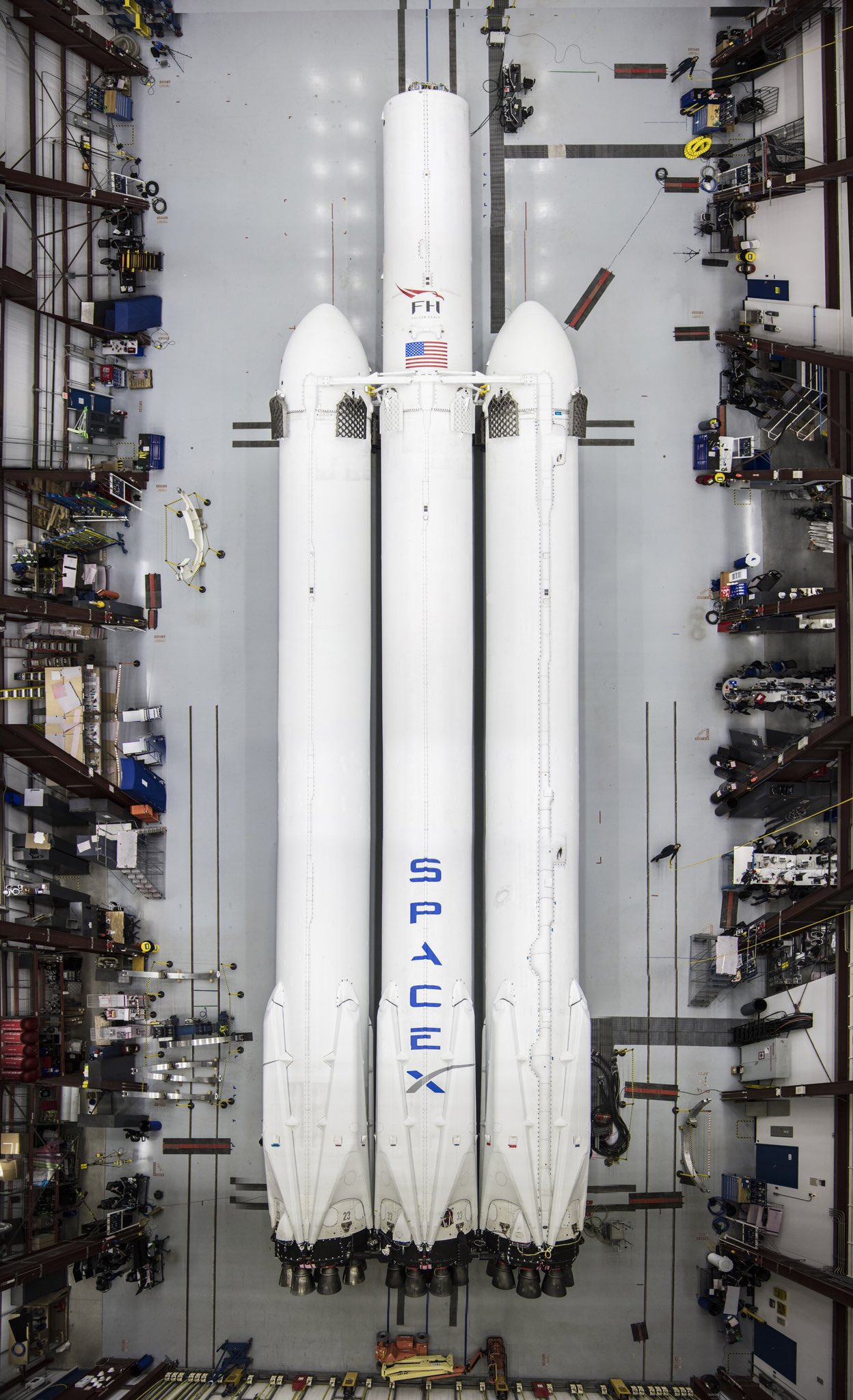 Falcon Heavy at LC39A (SpaceX)