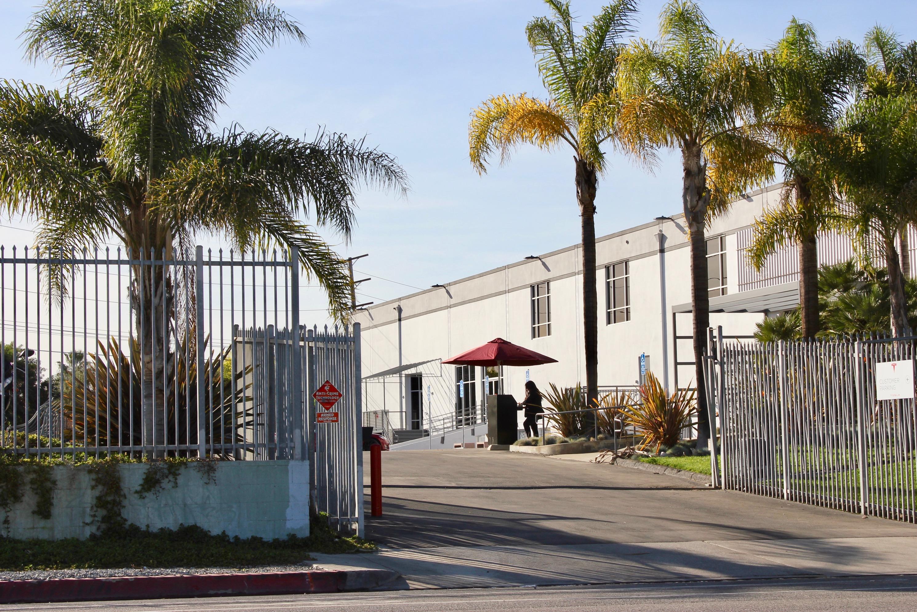 tesla-marina-del-rey-delivery-entrance-gate