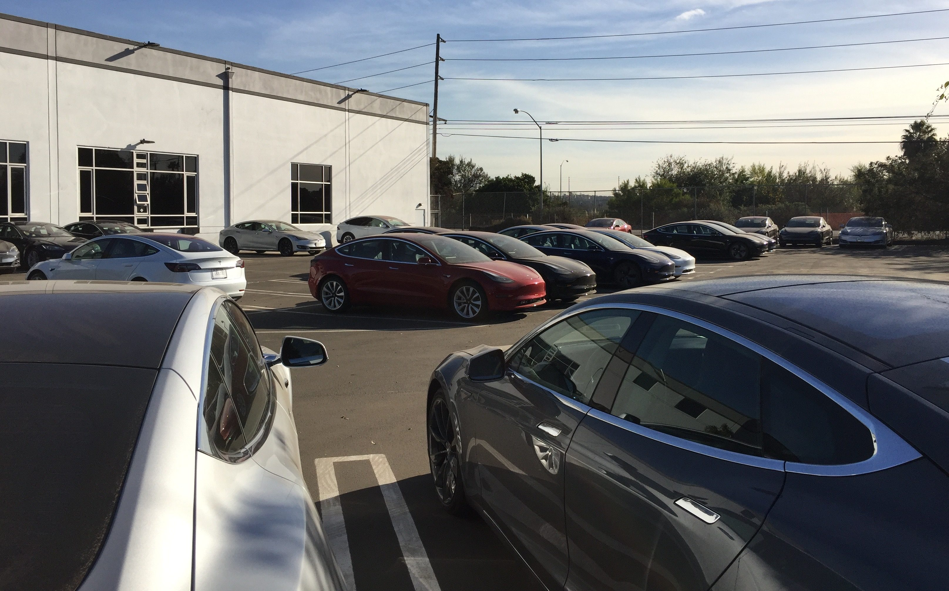 tesla-model-3-los-angeles-delivery-center-parking-lot