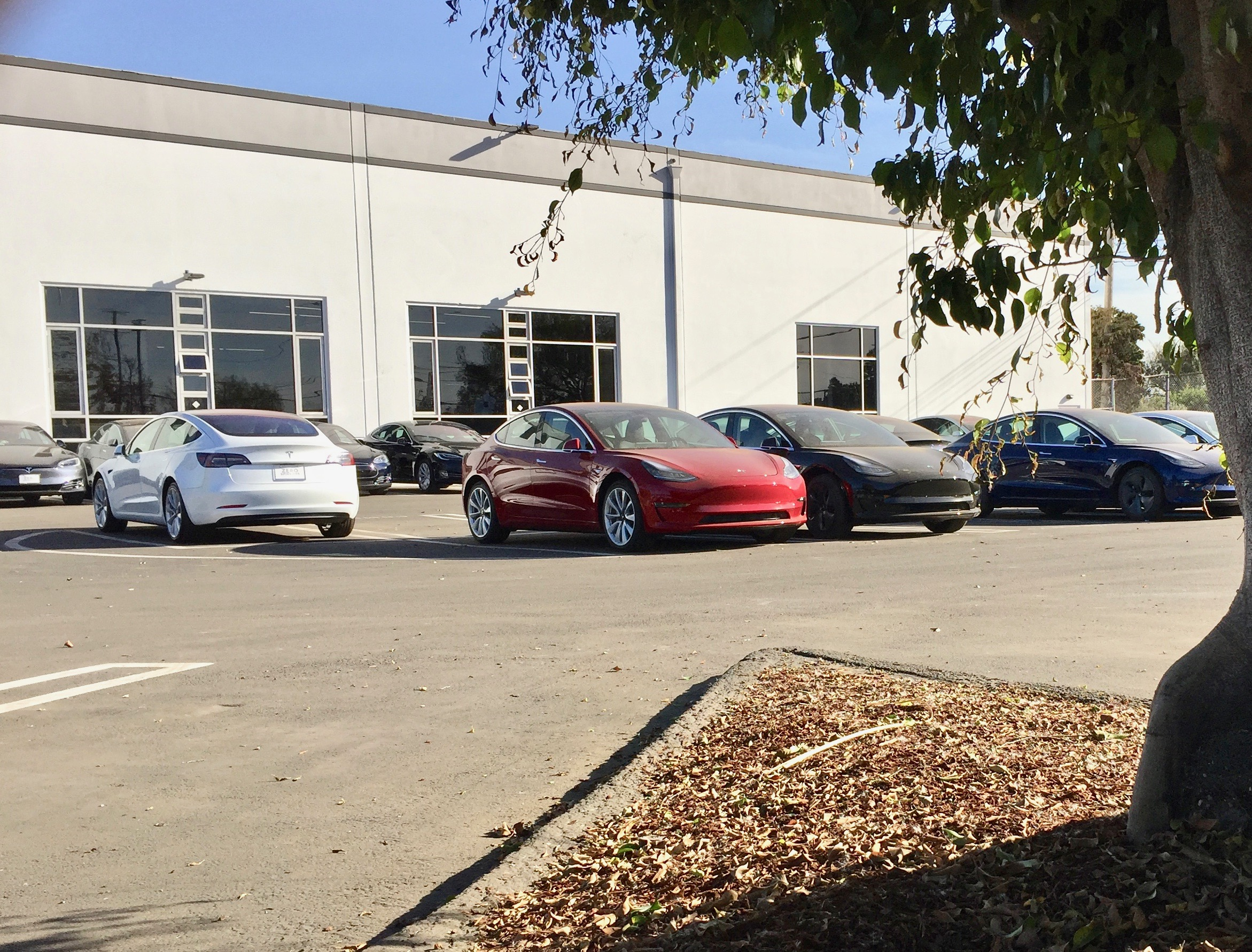 tesla-model-3-los-angeles-delivery-center-splash