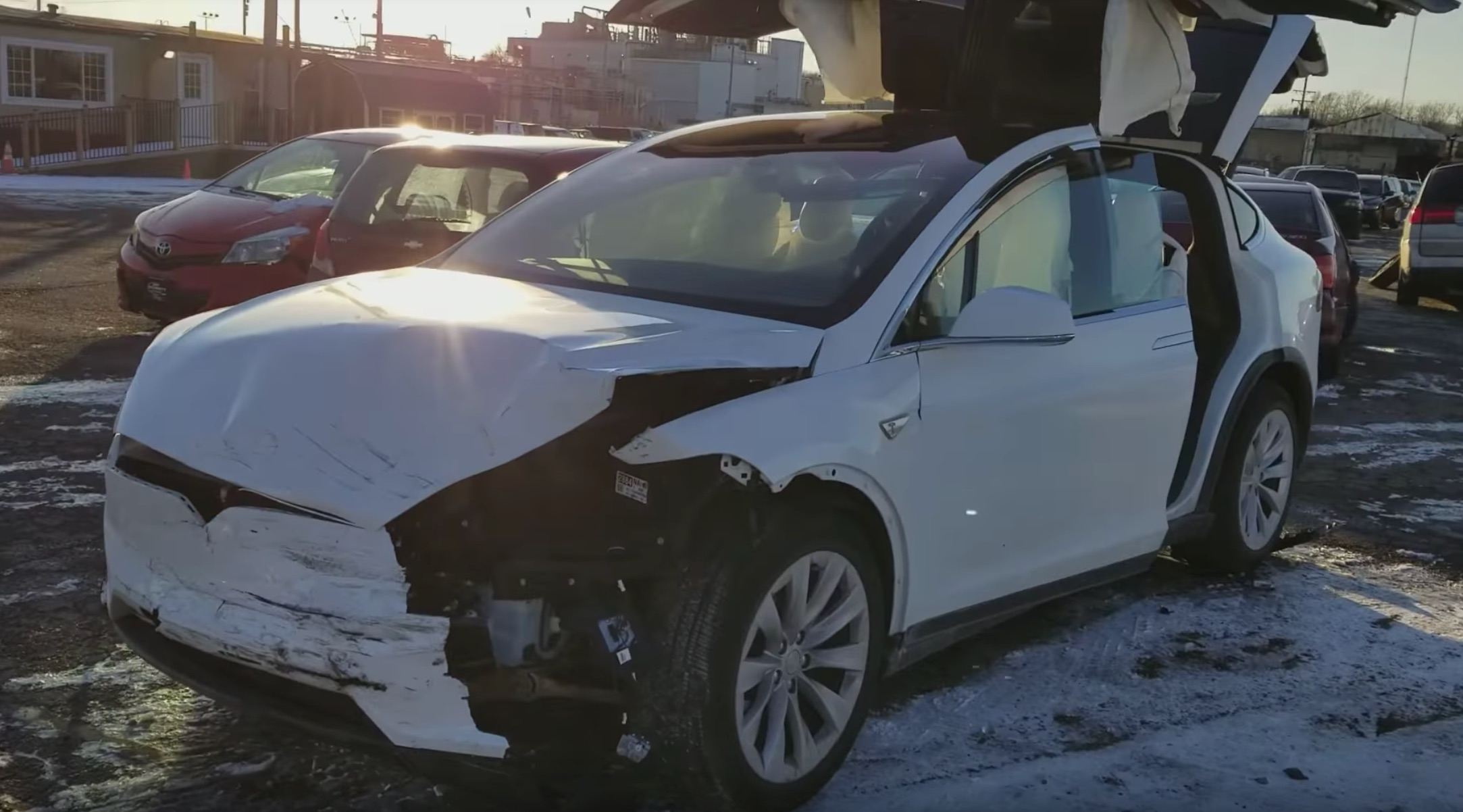 this tesla model x accident highlights the vehicle 39 s 5 star safety rating. Black Bedroom Furniture Sets. Home Design Ideas