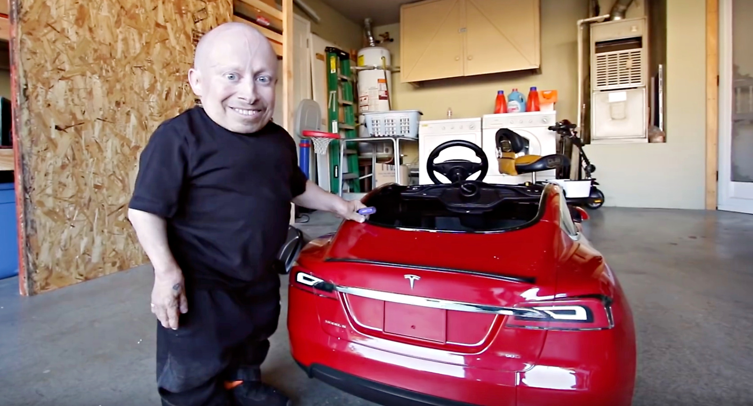 verne-troyer-tesla-model-s-kids