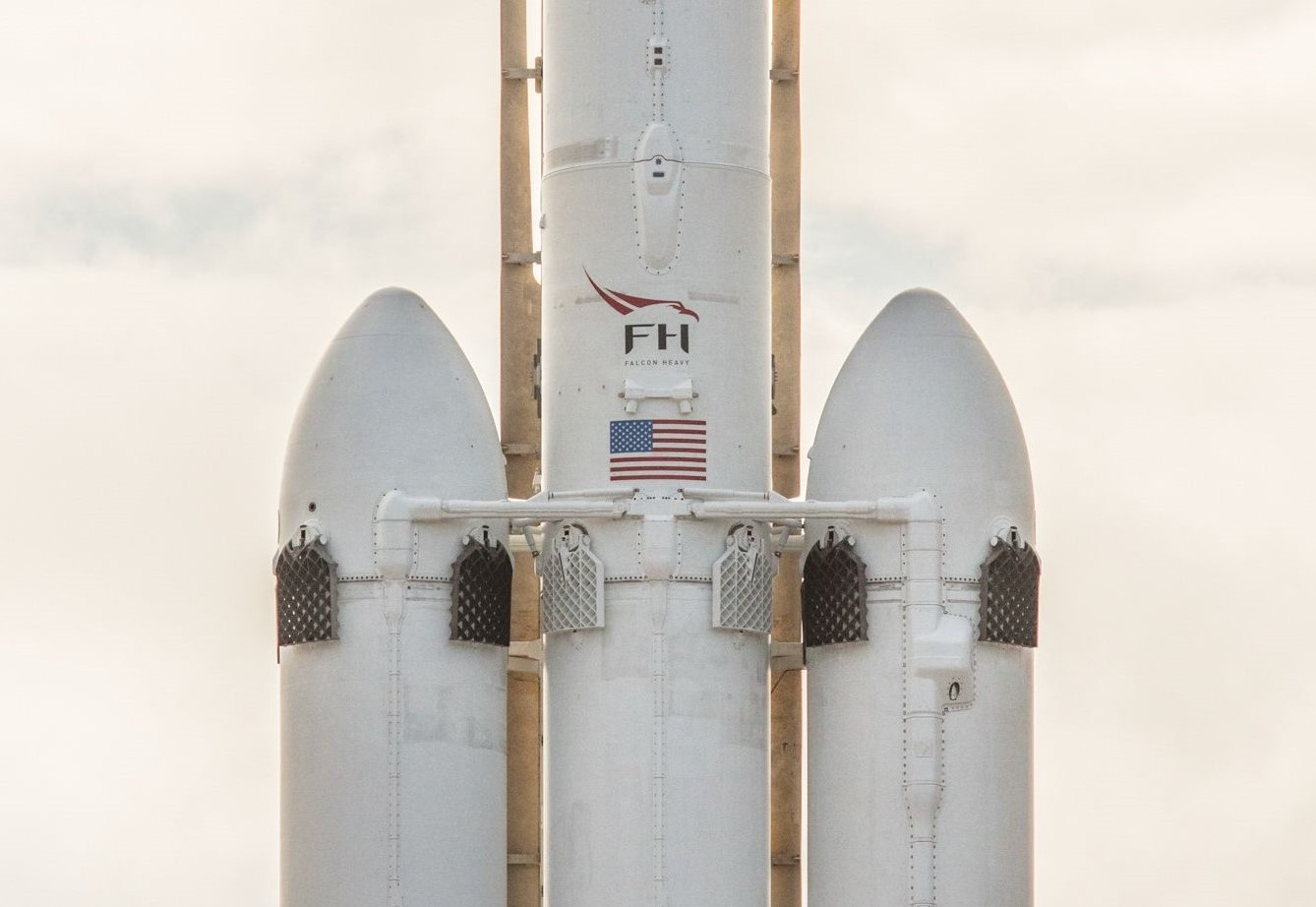 Falcon Heavy closeup (SpaceX) (4)