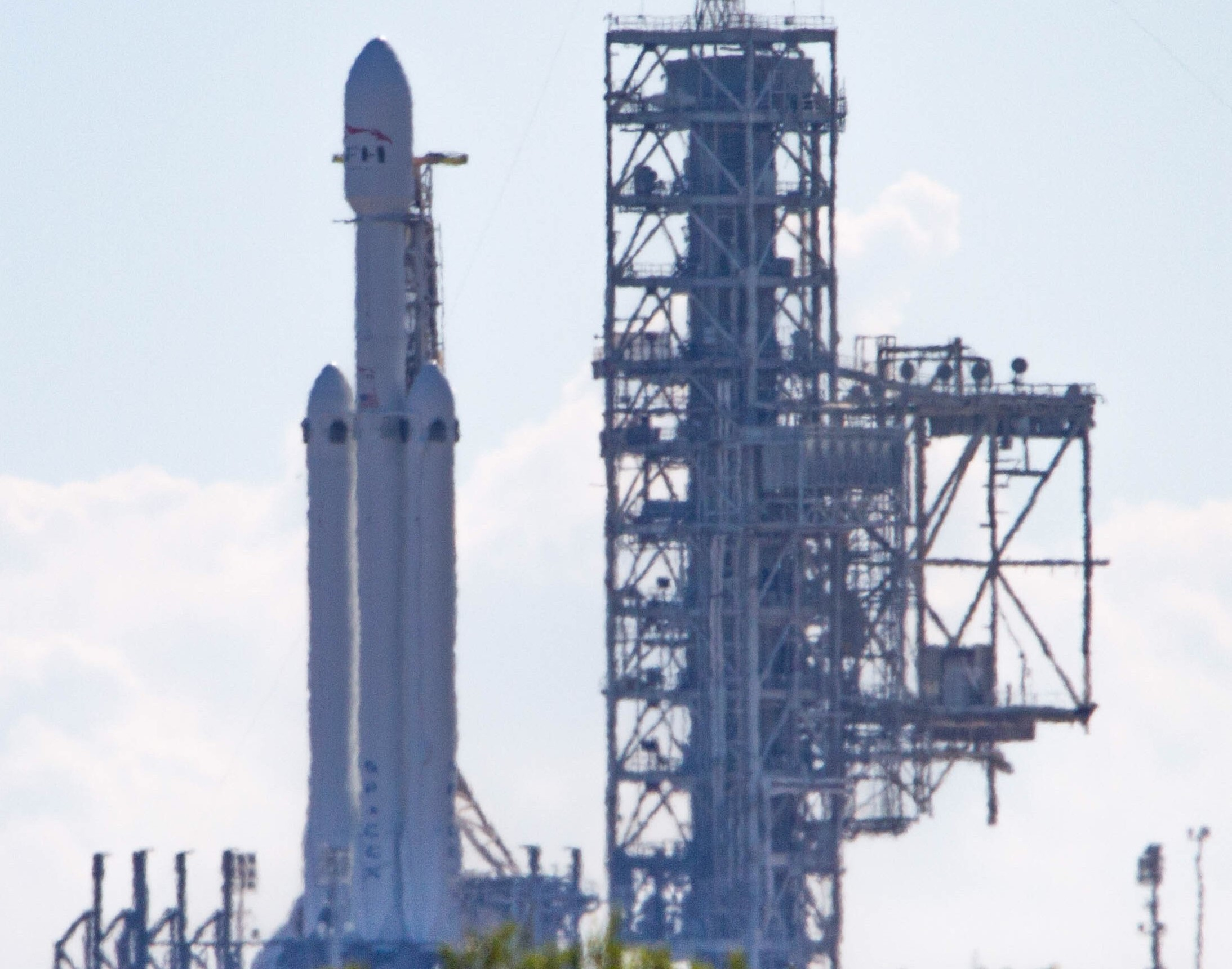 Falcon Heavy vertical SF 2 (Tom Cross)