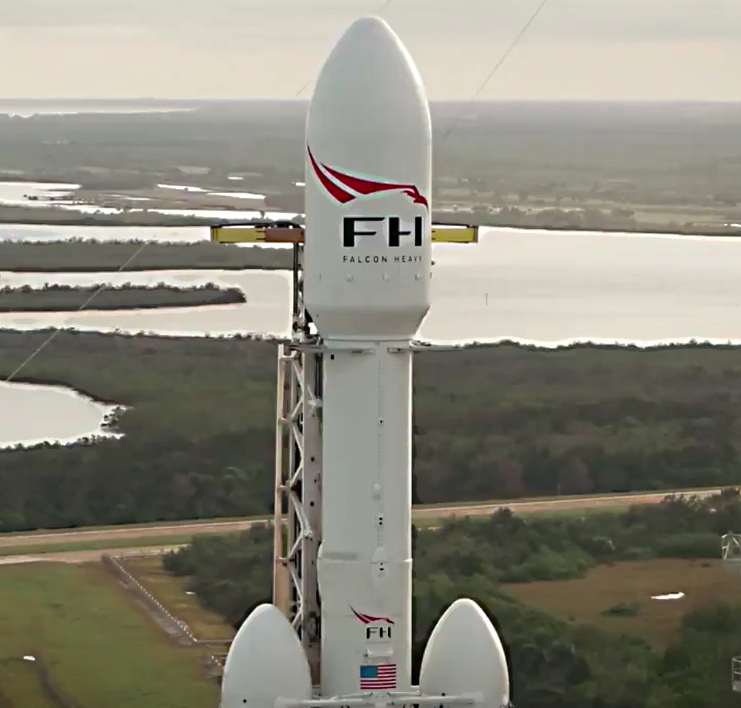 space-falcon-heavy-payload-vertical