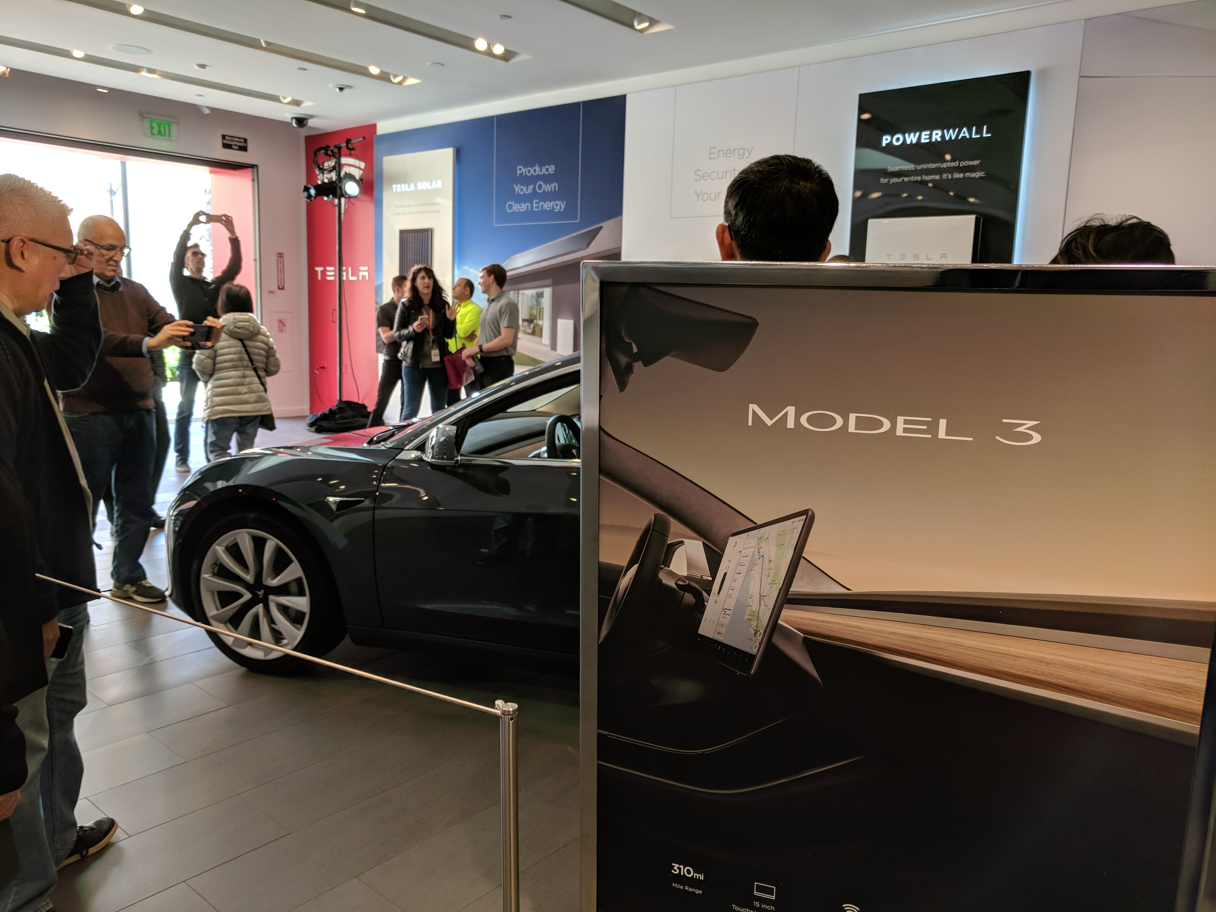 Tesla Model 3 Makes Its Way To Showrooms In La And Sf Bay