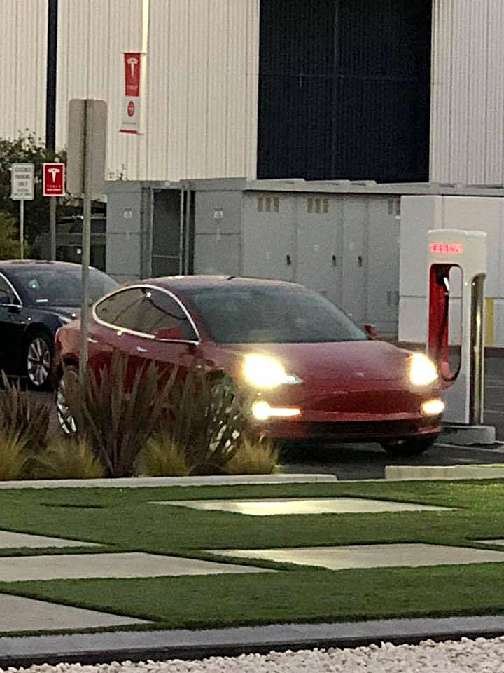 tesla-model-3-performance-supercharger-franz