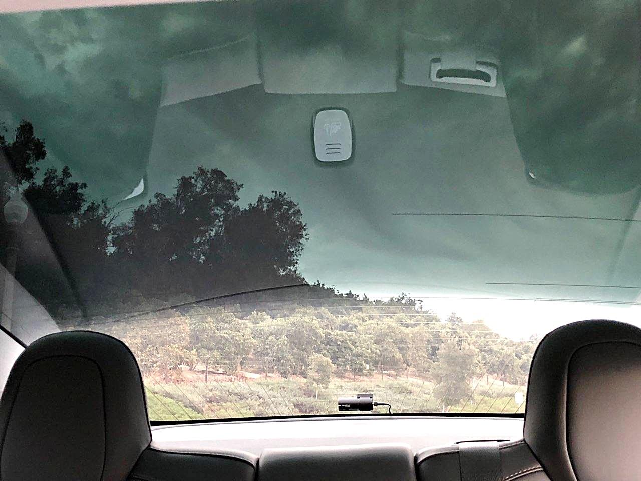 tesla-model-3-rear-dashcam-glass-roof