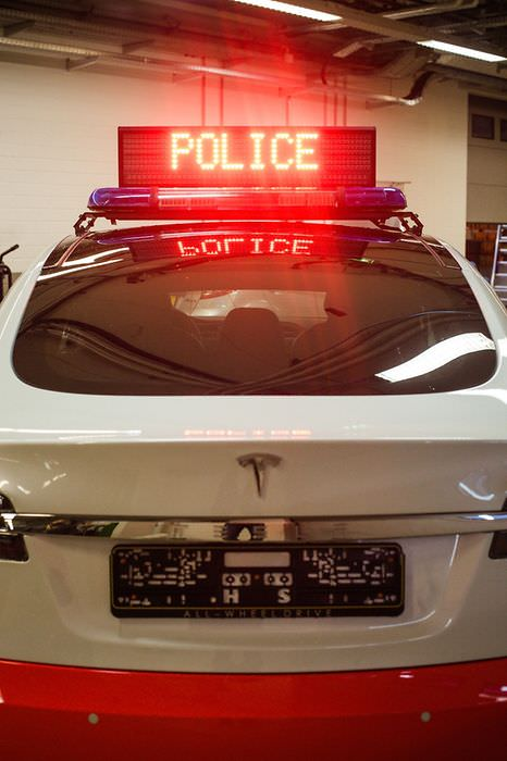 tesla-model-s-luxumebourg-police-car-rear