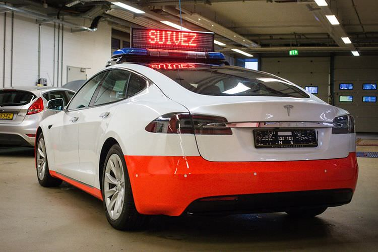 tesla-model-s-luxumebourg-police-car