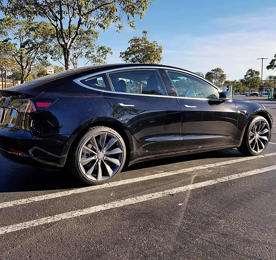 20_Charcoal_Grey_EVT_Wheel_Installed_Black_Tesla_Model_3