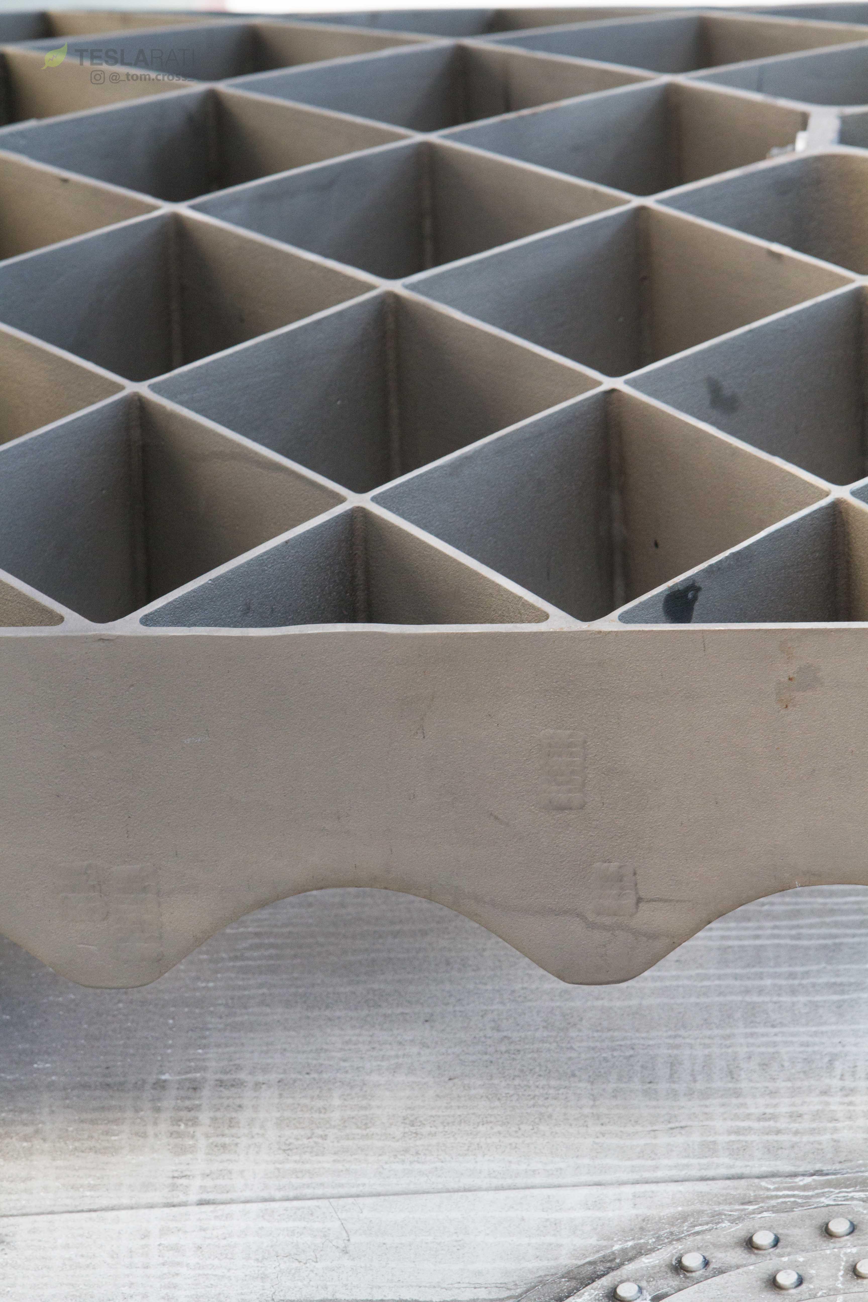 Falcon Heavy display grid fins (Tom Cross) (11)