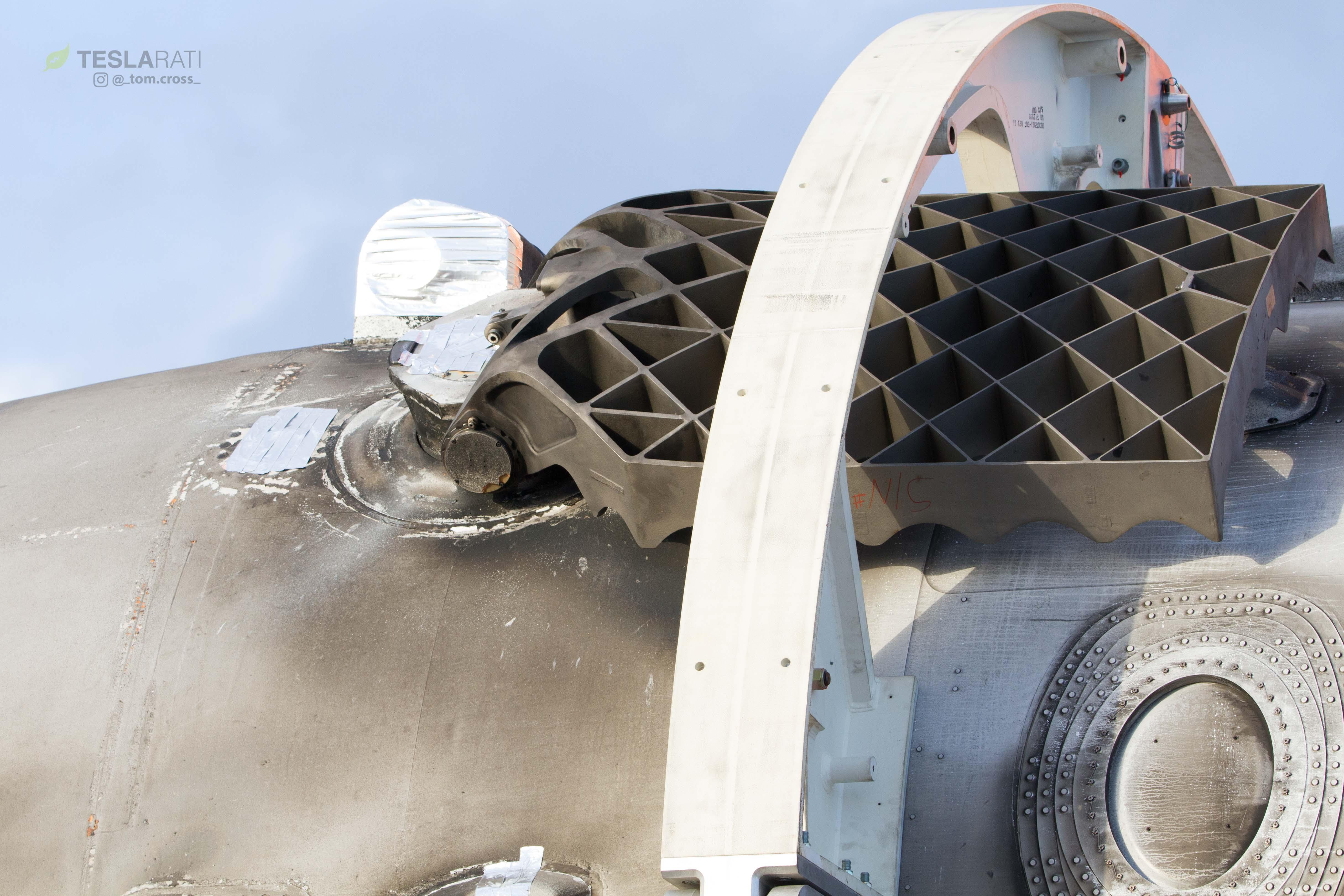 Falcon Heavy display grid fins (Tom Cross) (6)