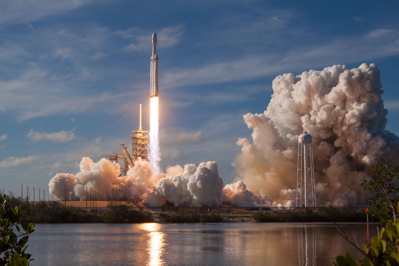 Falcon Heavy lake reflection (SpaceX)