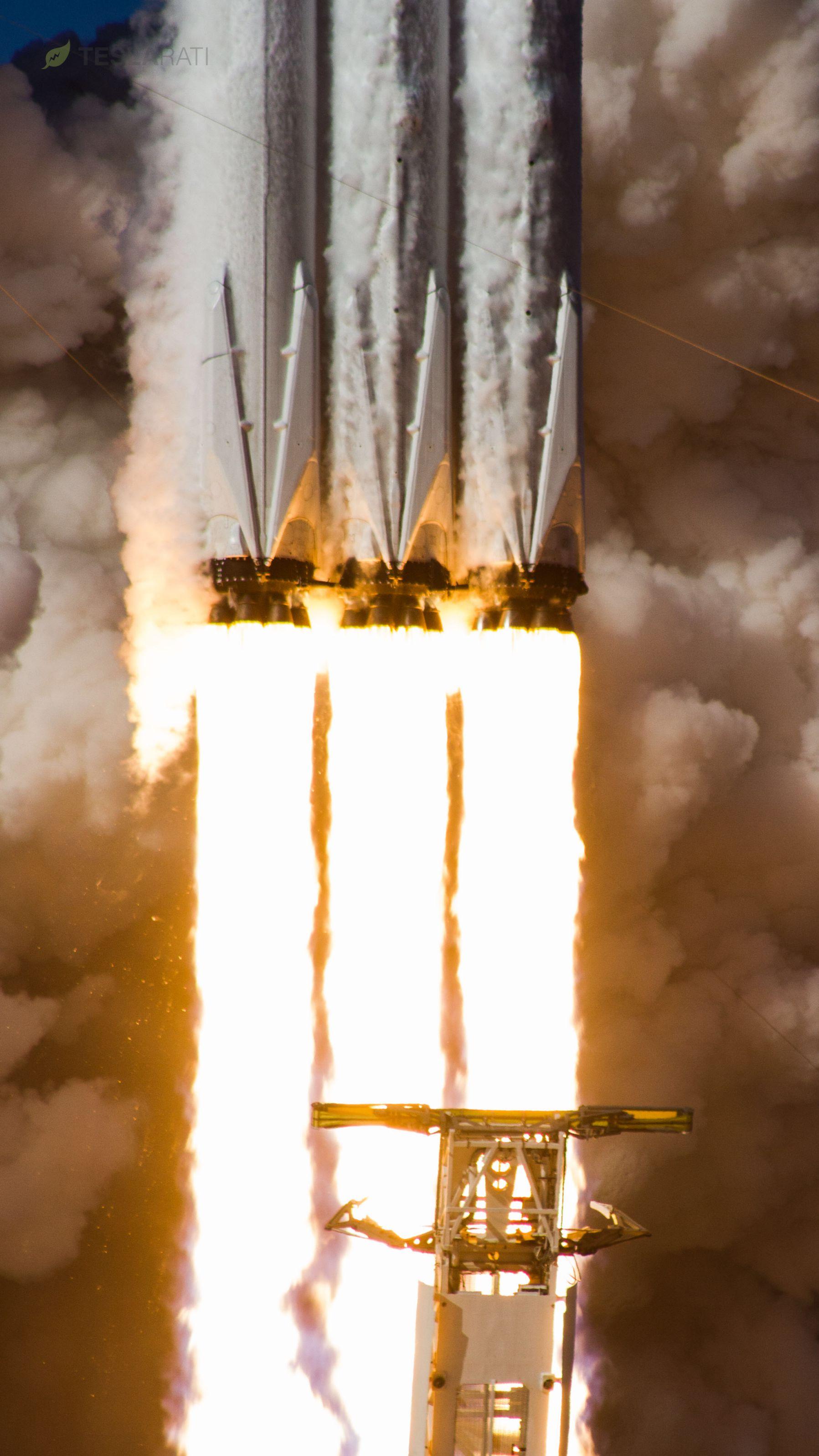 Falcon Heavy liftoff closeup (Tom Cross)
