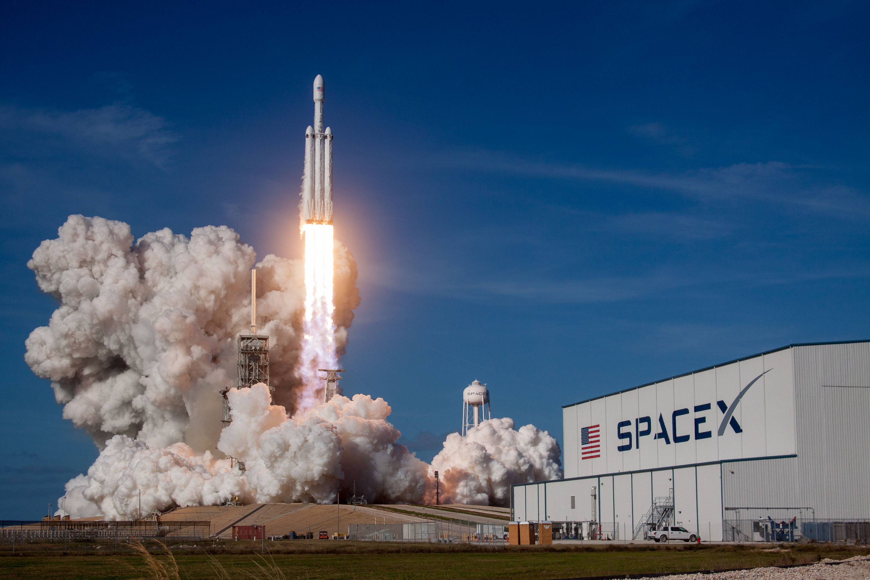 Falcon Heavy liftoff from 39A (SpaceX)