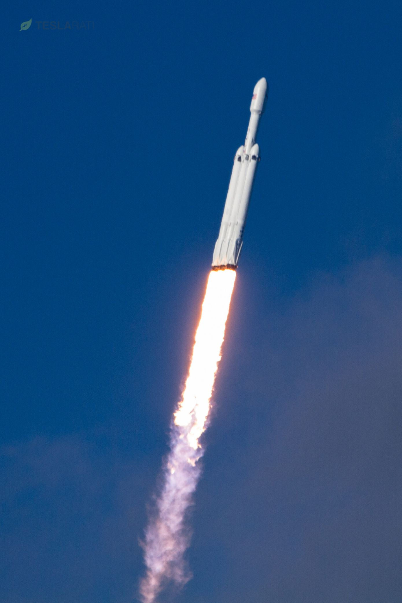 Falcon Heavy lifts off from 39A 2 (Tom Cross)