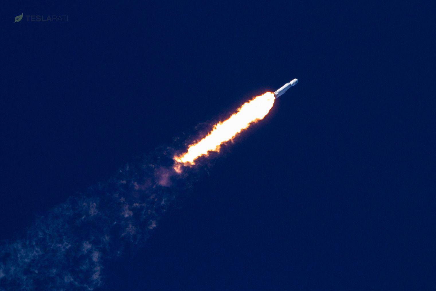 Falcon Heavy roars towards orbit 2 (Tom Cross)