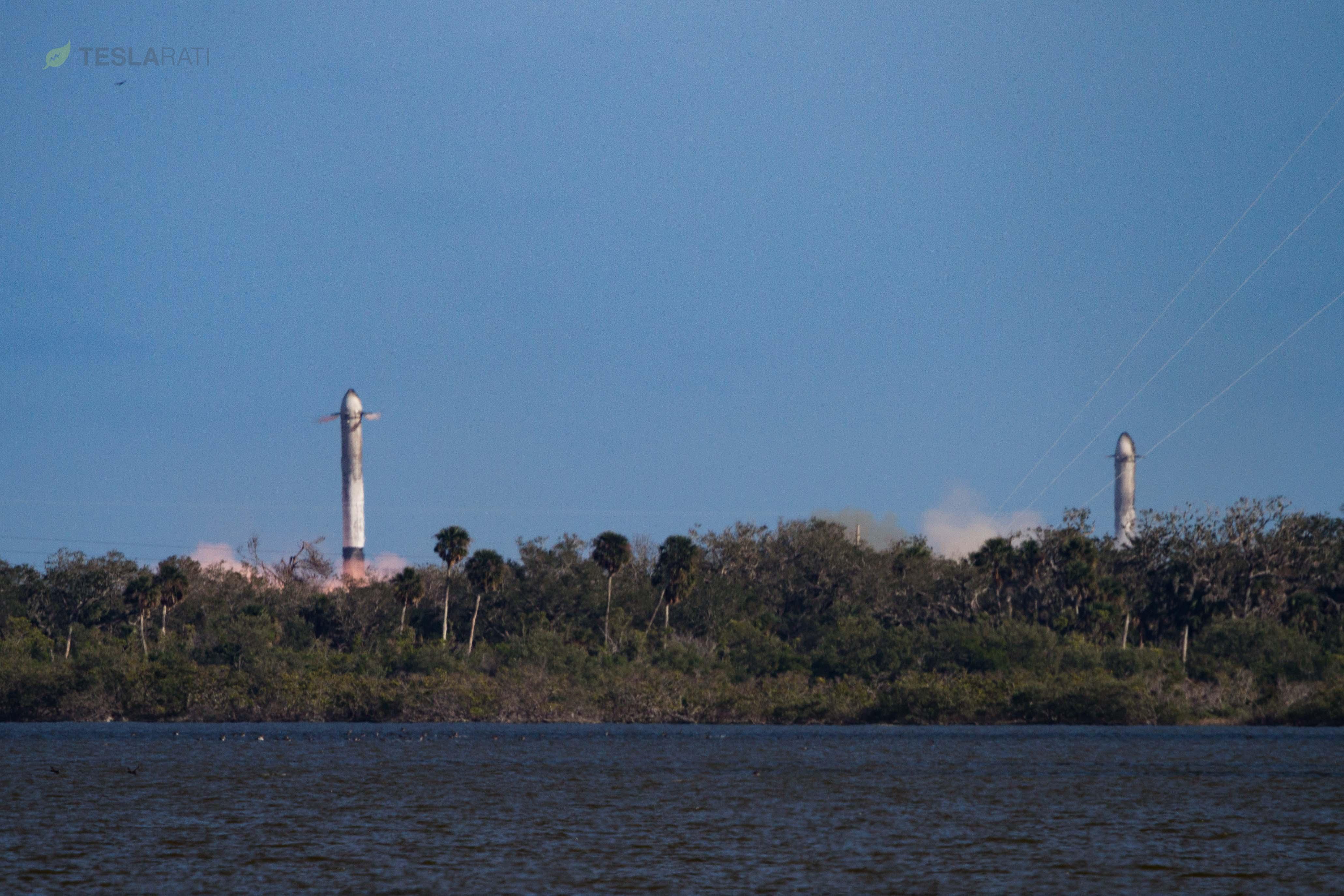 Falcon Heavy side booster landings 3 (SpaceX)
