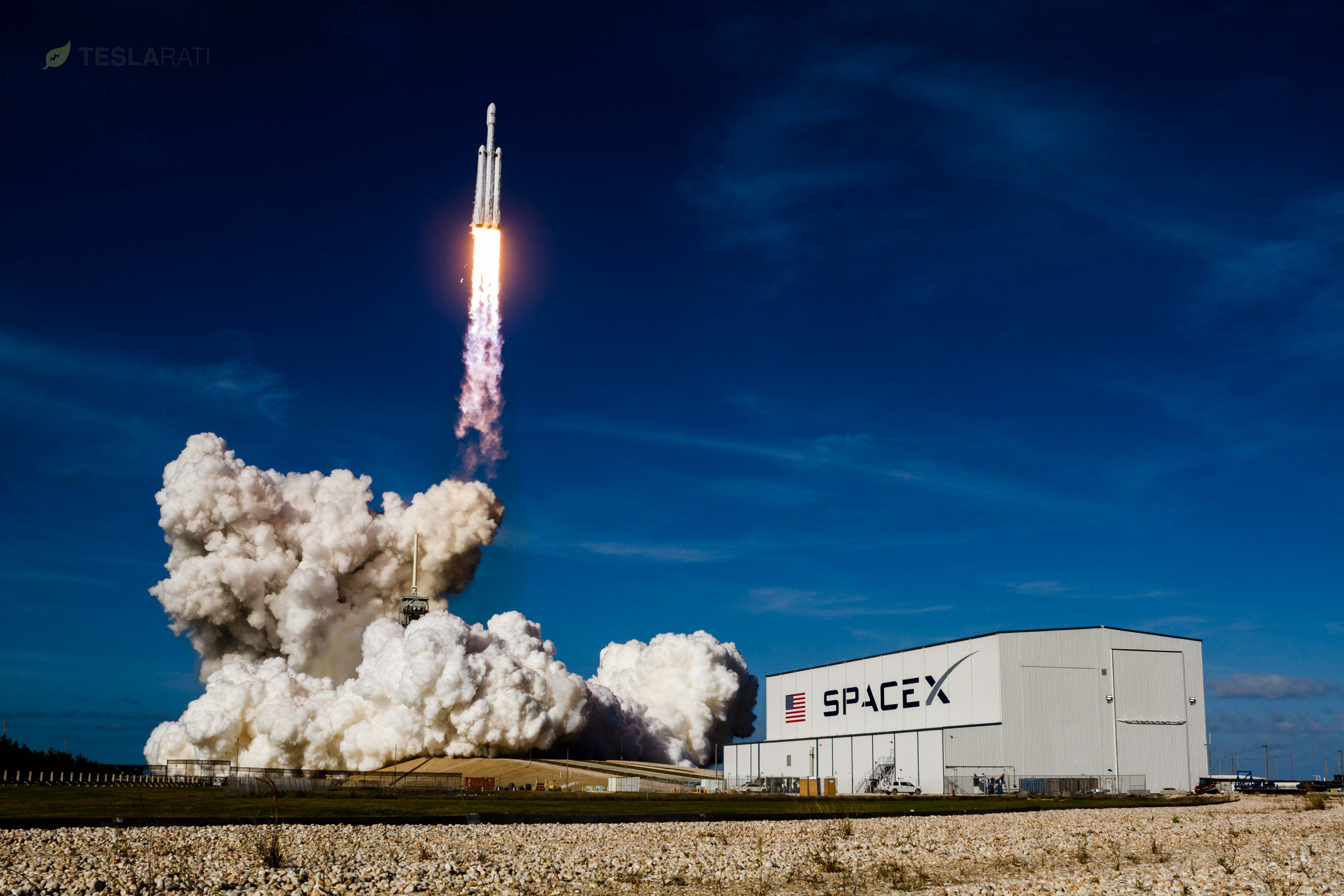 Falcon High Resolution Wallpapers: SpaceX Falcon Heavy's Breathtaking Leap Towards Mars, In