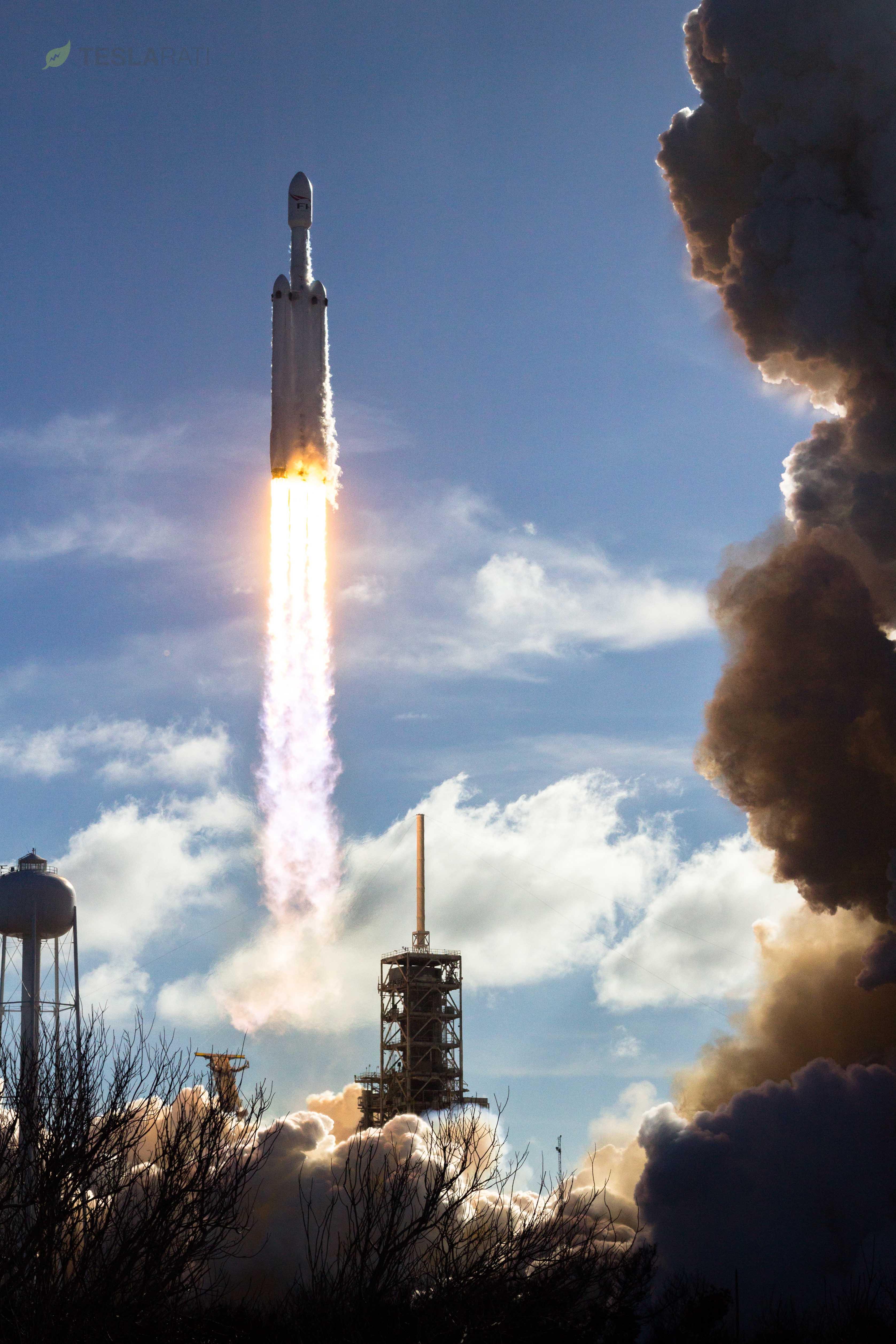 Falcon Heavy takes flight 3 (Tom Cross)