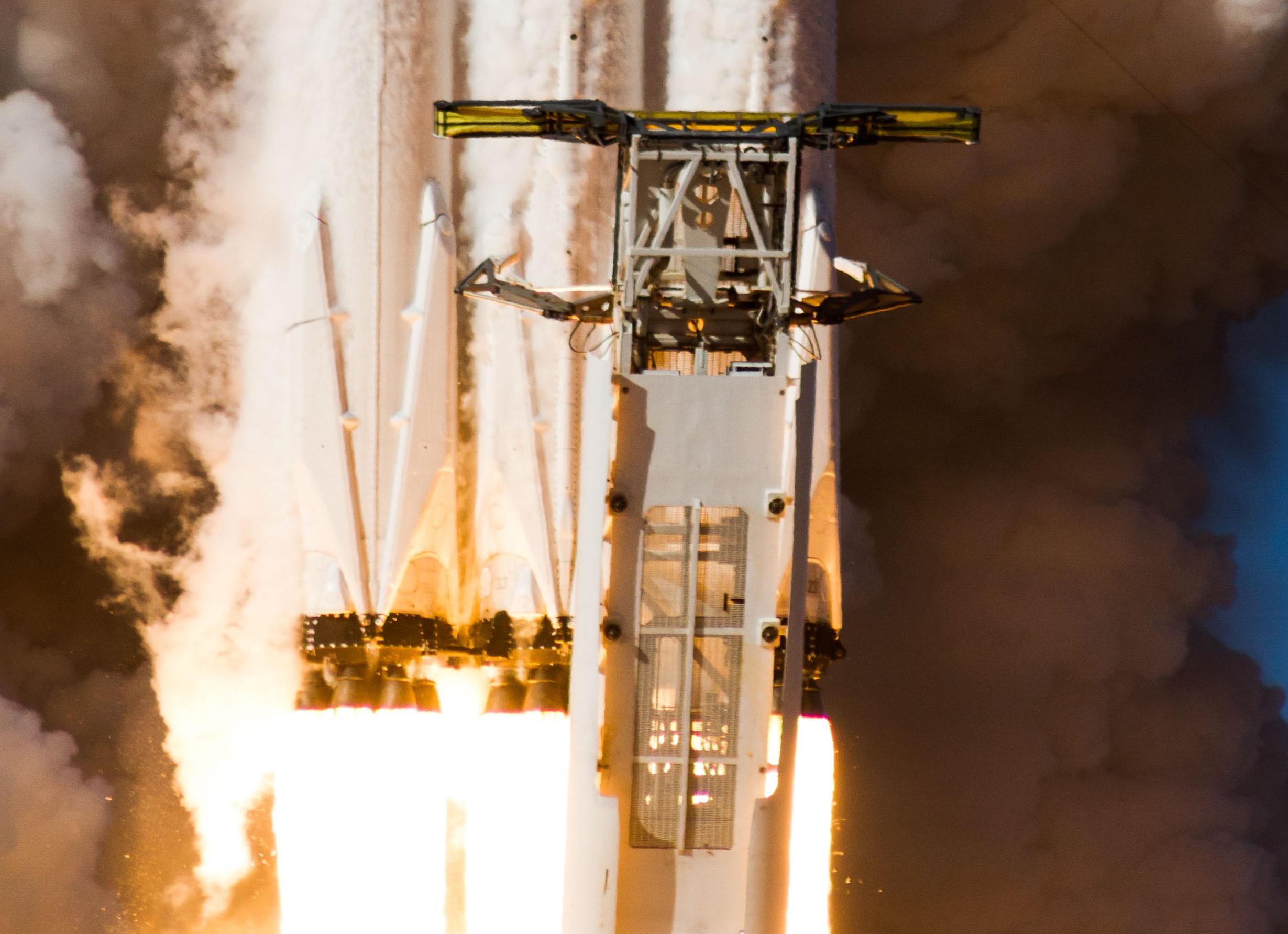 Falcon Heavy takes flight crop (Tom Cross)