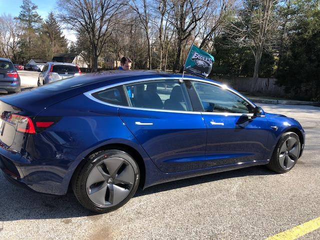 Brilliant blue with 18″ aero wheels