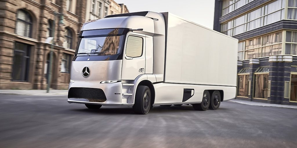 Tesla semi will face stiff competition from mercedes benz for Mercedes benz truck financial
