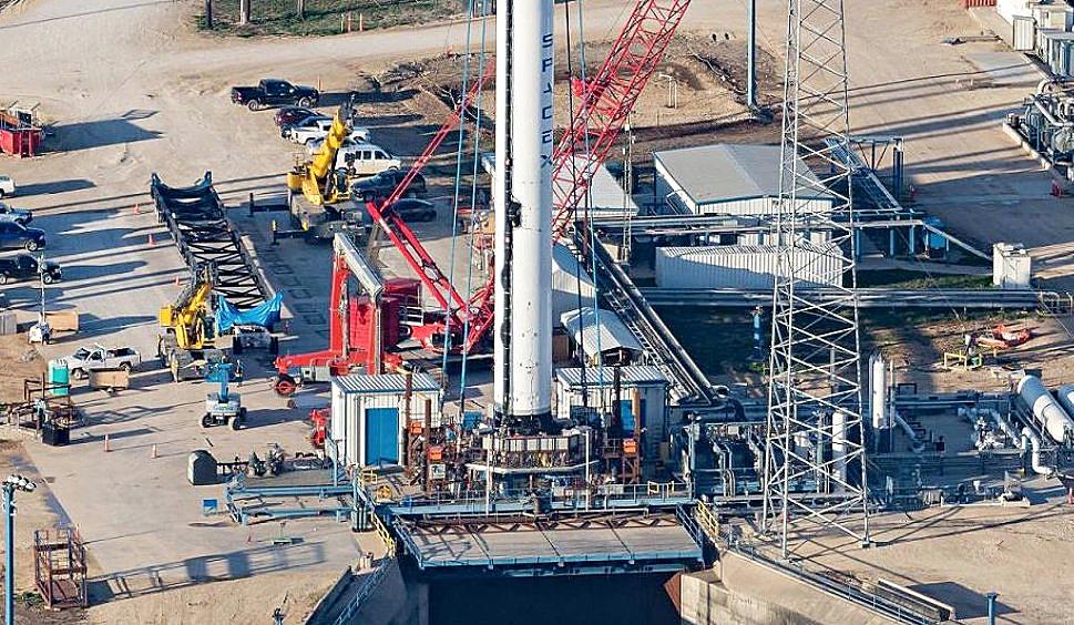 "SpaceX Falcon 9 ""Block 5"" next-gen reusable rocket spied ..."