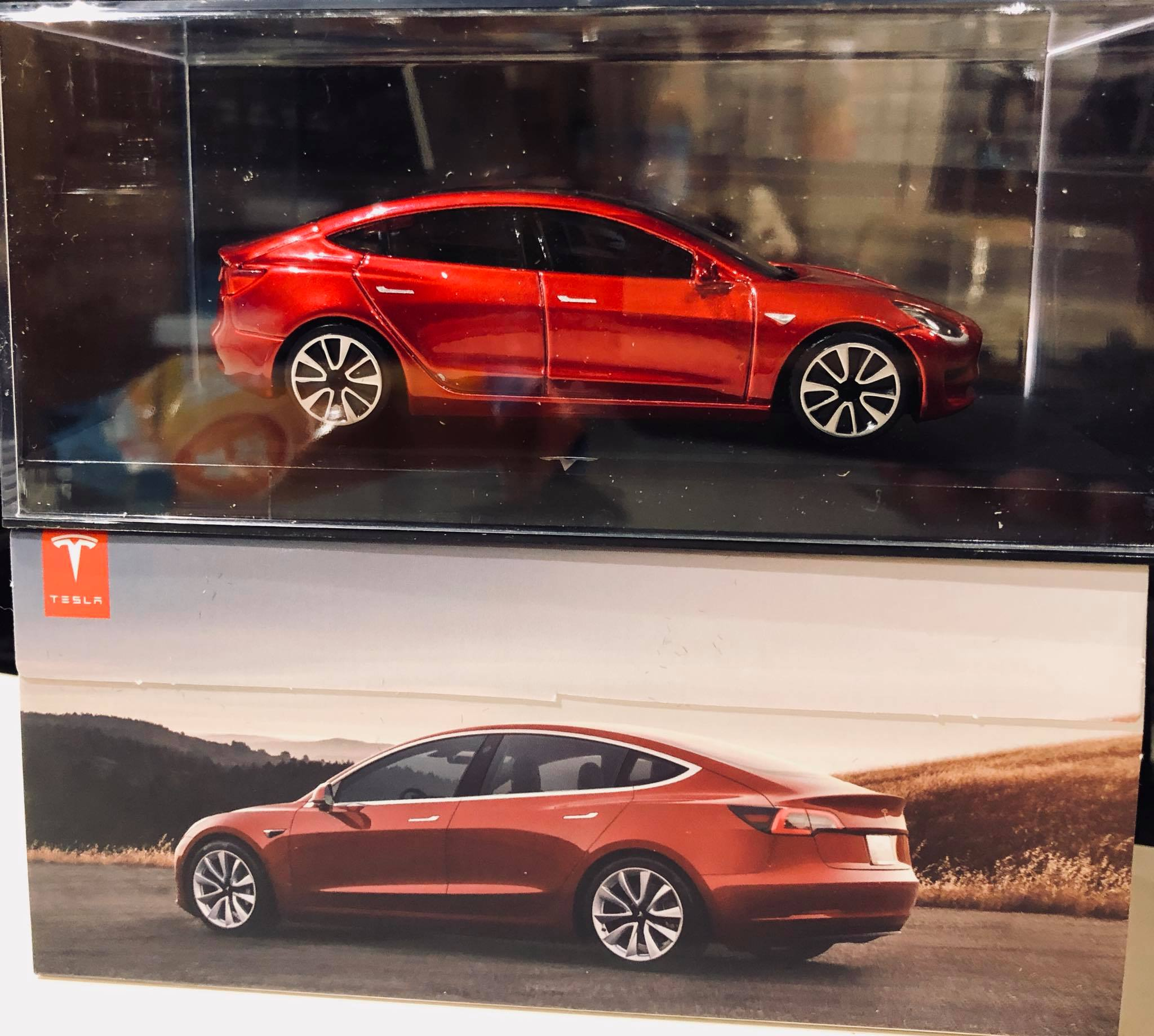 tesla-model-3-diecast-toy-reservation-holder-gift
