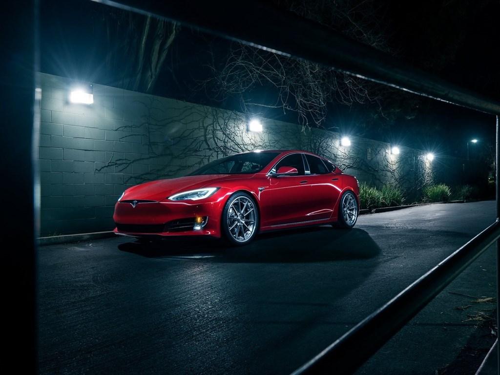 tesla-model-s-red-sedan-electric-car-tuning-tesla-avant-garde-wheels-besthqwallpapers.com-1024×768